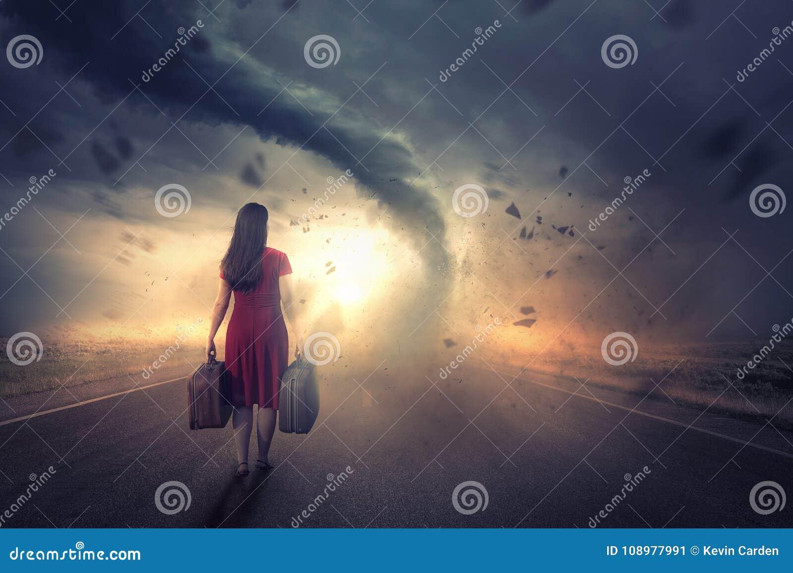 妇女和龙卷风