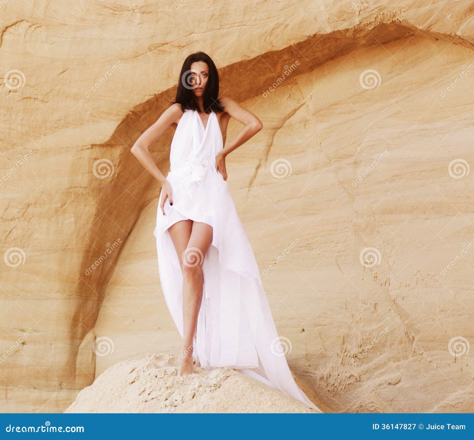 淫荡妇女操的流汤-小说_时兴的年轻可爱和淫荡妇女在沙漠.