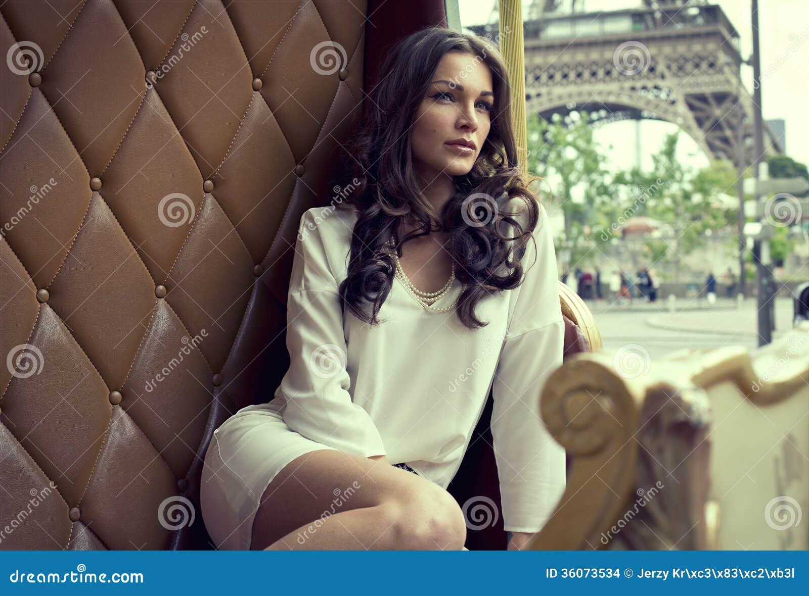 妇女在巴黎