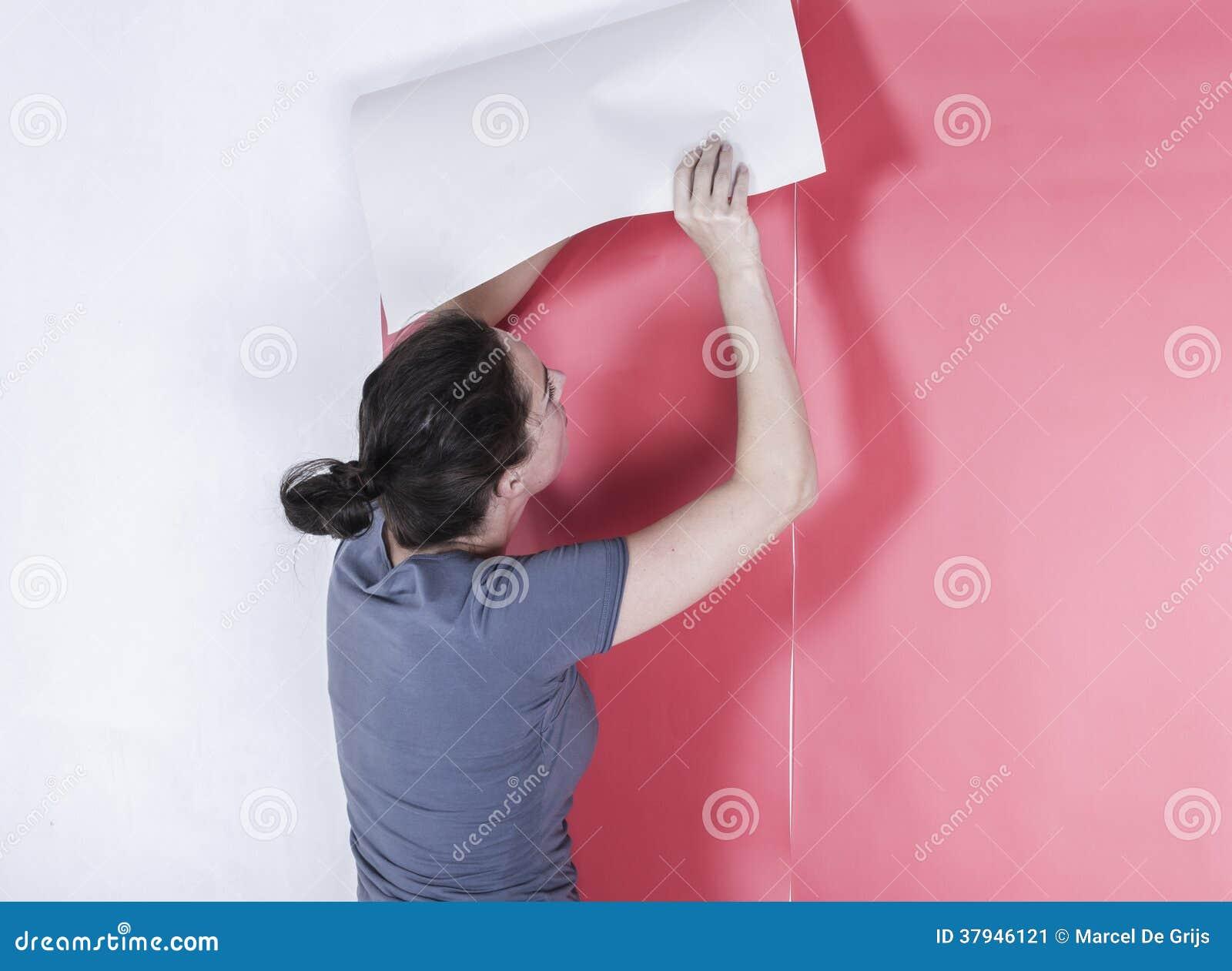 妇女垂悬的墙纸