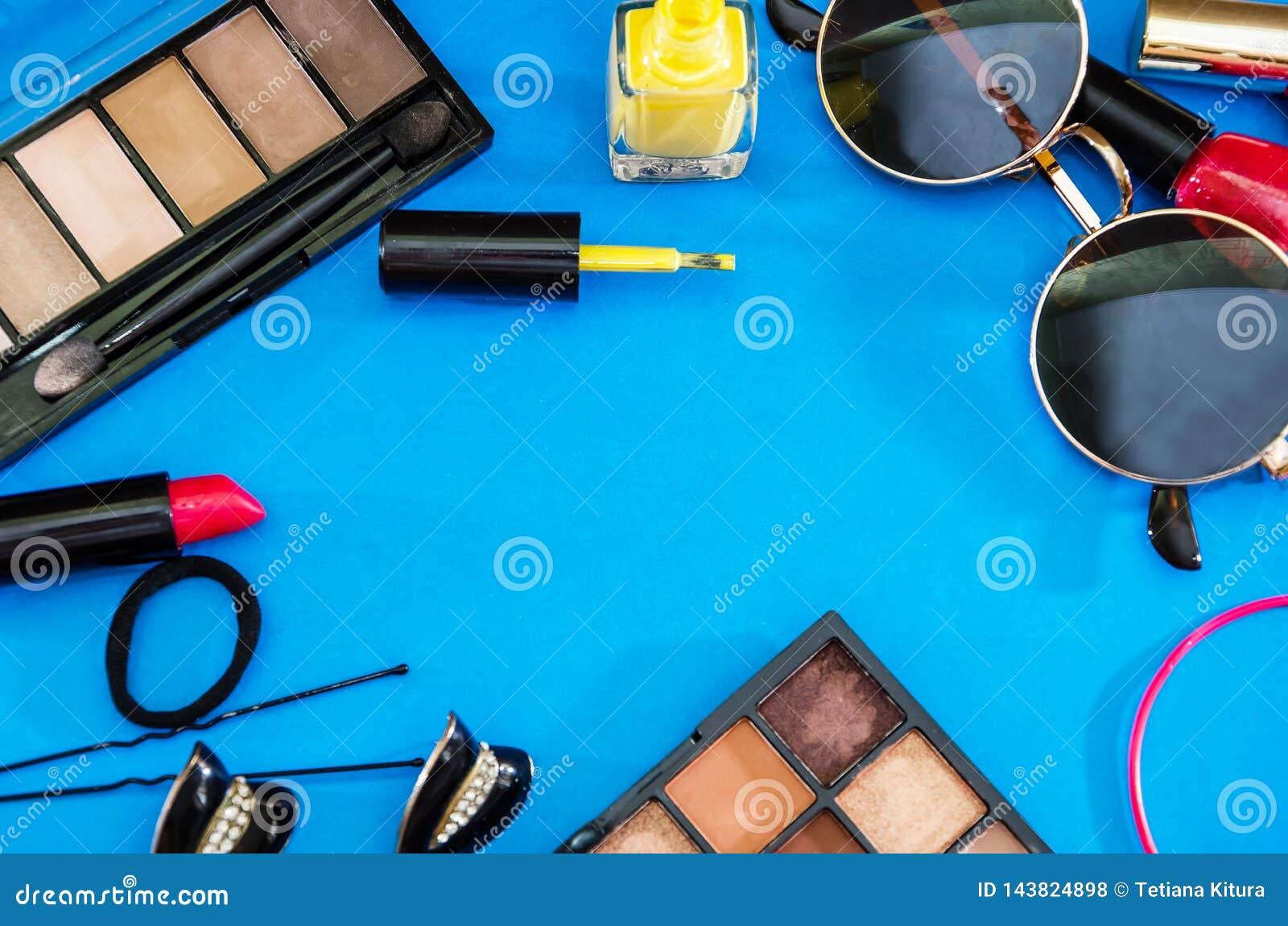 妇女的化妆用品 r
