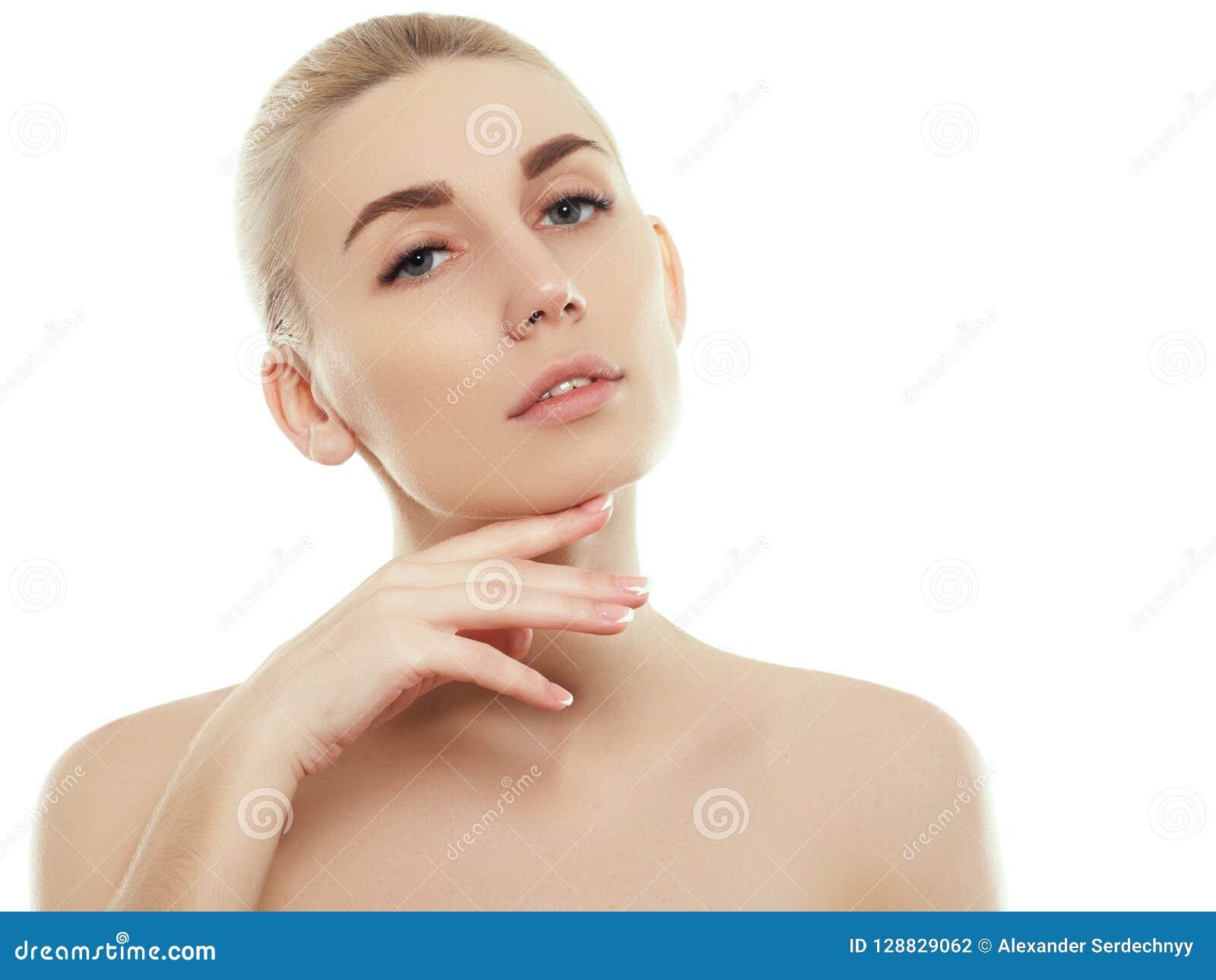 妇女秀丽在与健康皮肤的白色隔绝的面孔画象
