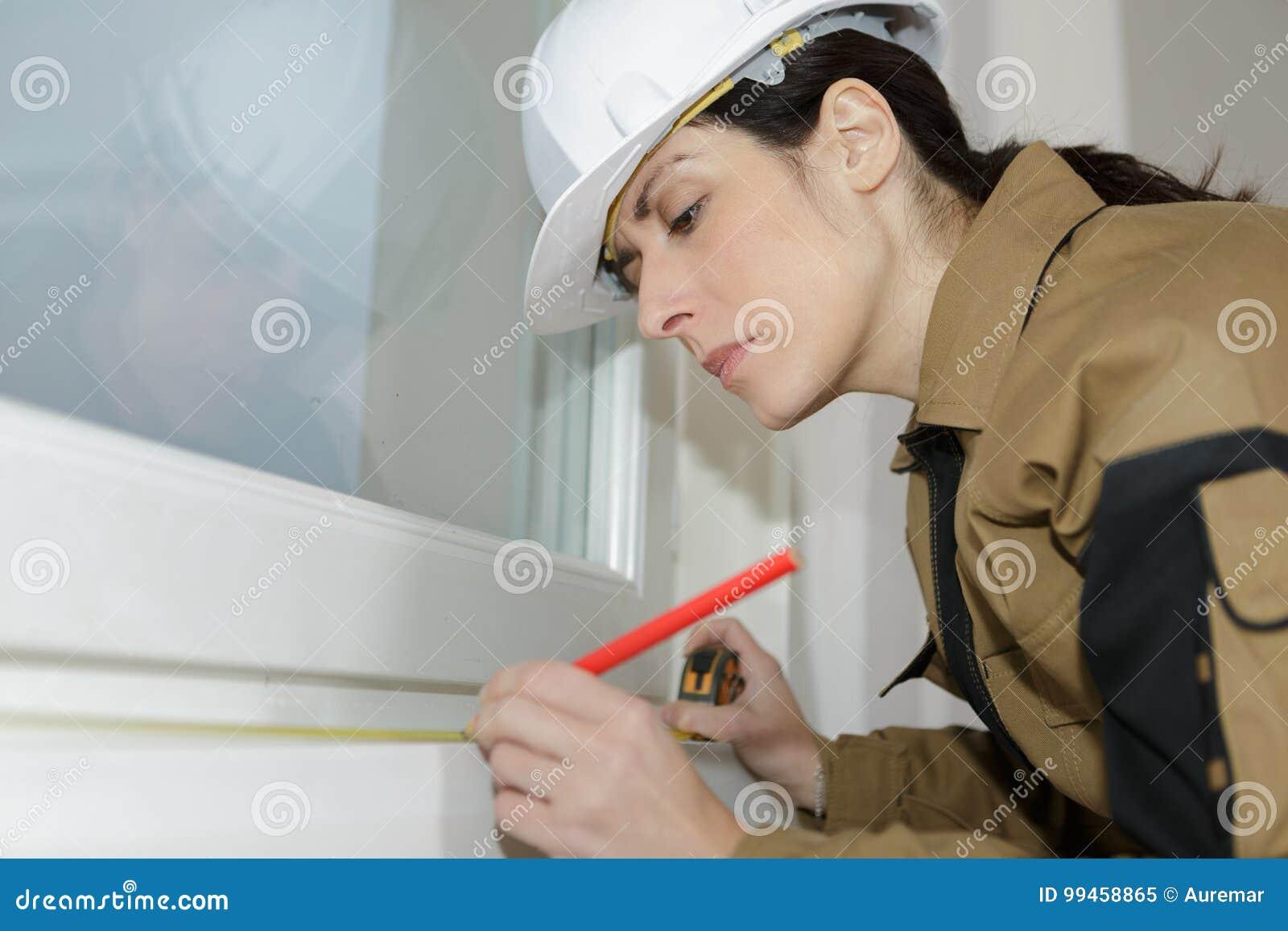 妇女窗口安装员标号测量