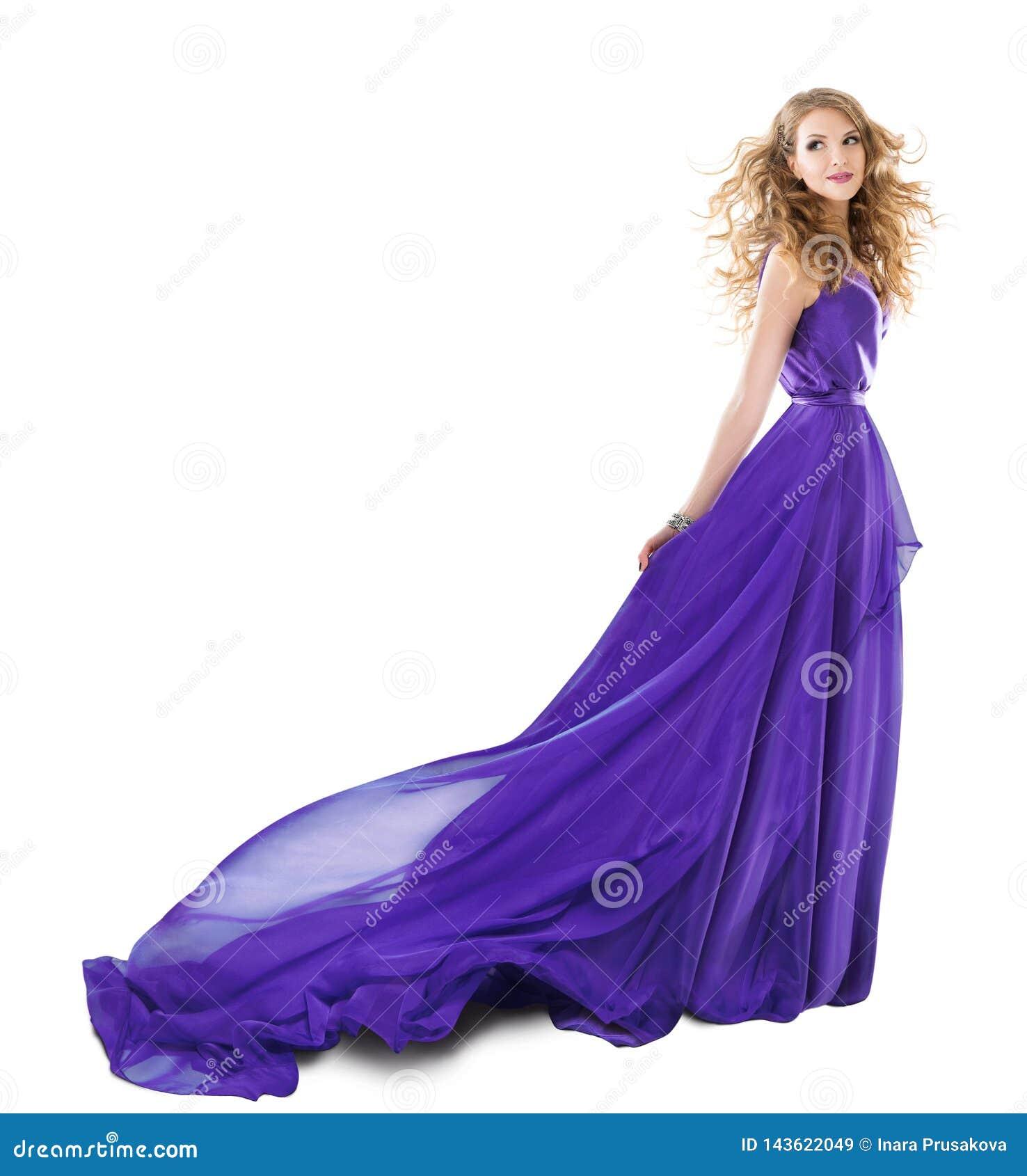 妇女长的紫色礼服,在晚礼服,在白色的女孩全长秀丽画象的时装模特儿