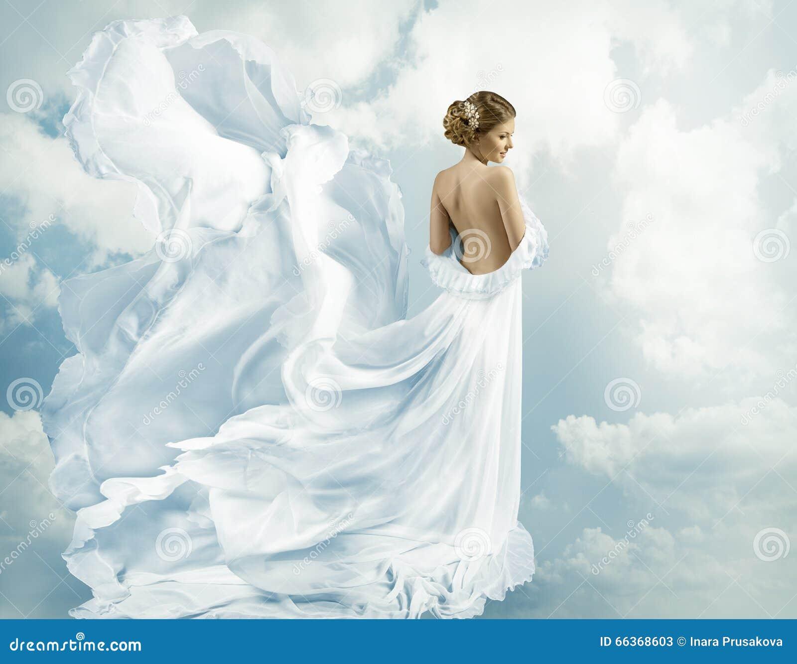 妇女幻想飞行褂子,吹在风的挥动的礼服
