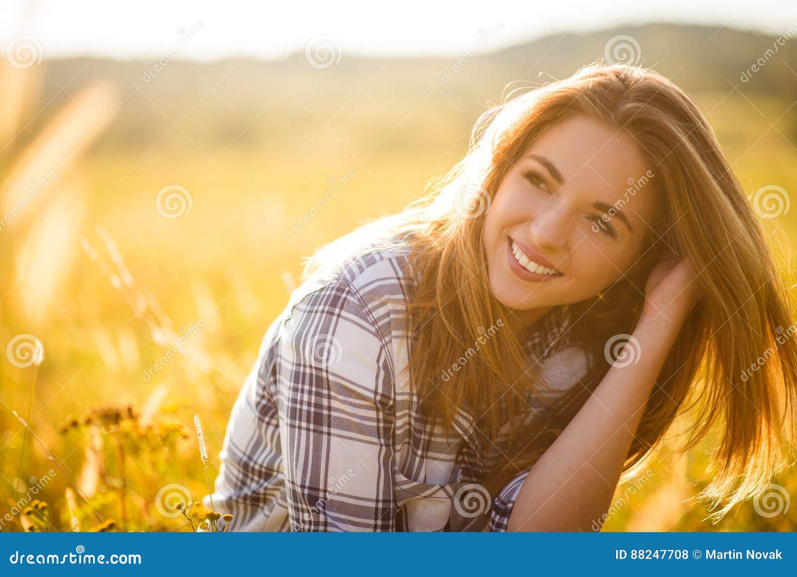 妇女-晴朗的自然画象