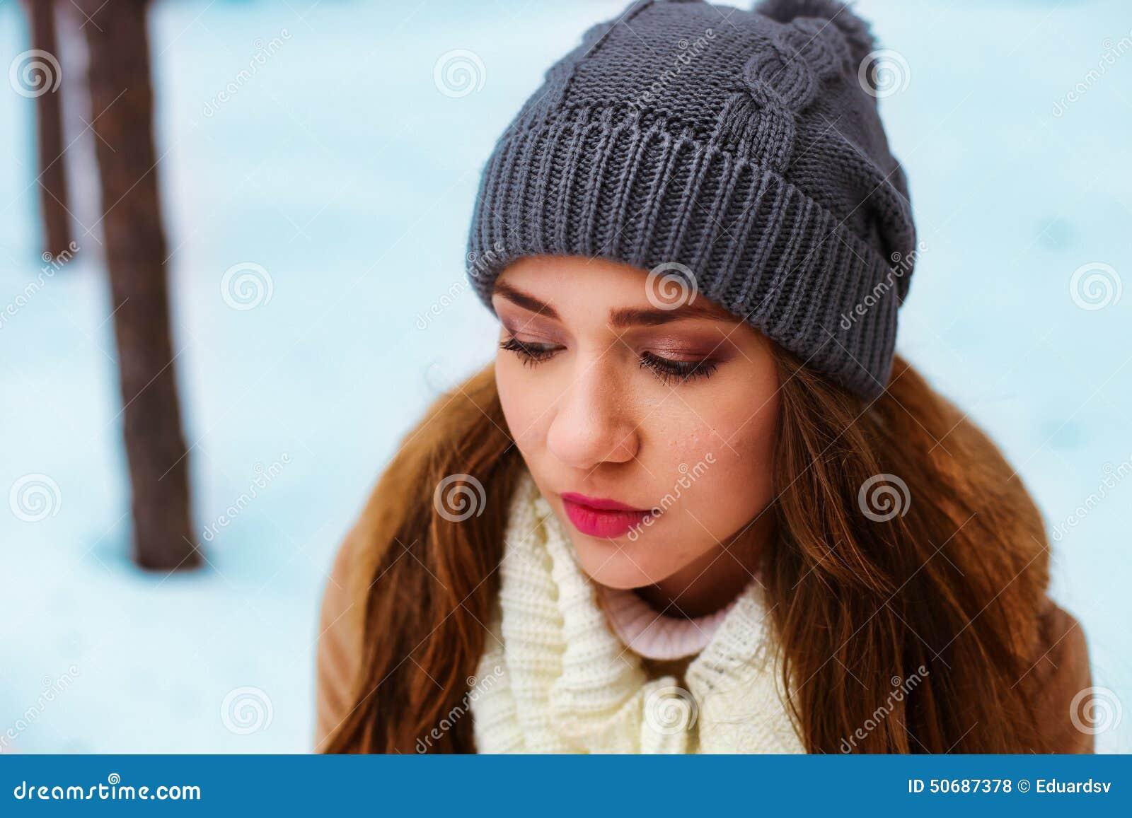 Download 妇女 库存照片. 图片 包括有 生活方式, 逗人喜爱, 有吸引力的, 帽子, 特写镜头, 女孩, 相当, 人们 - 50687378