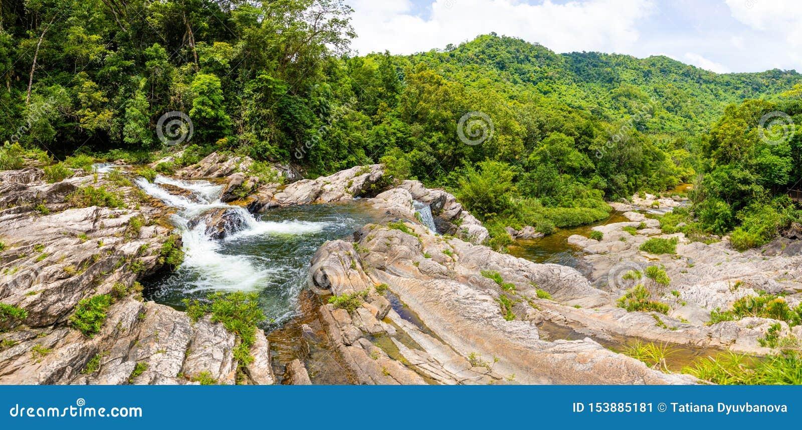 姐妹瀑布风景,南部海南省,中国的本质