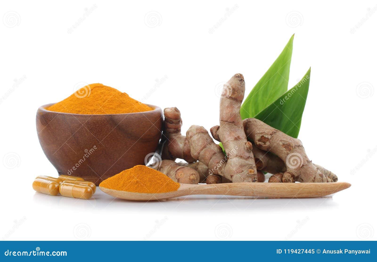 姜黄、姜黄粉末在木杯子有木匙子的和t