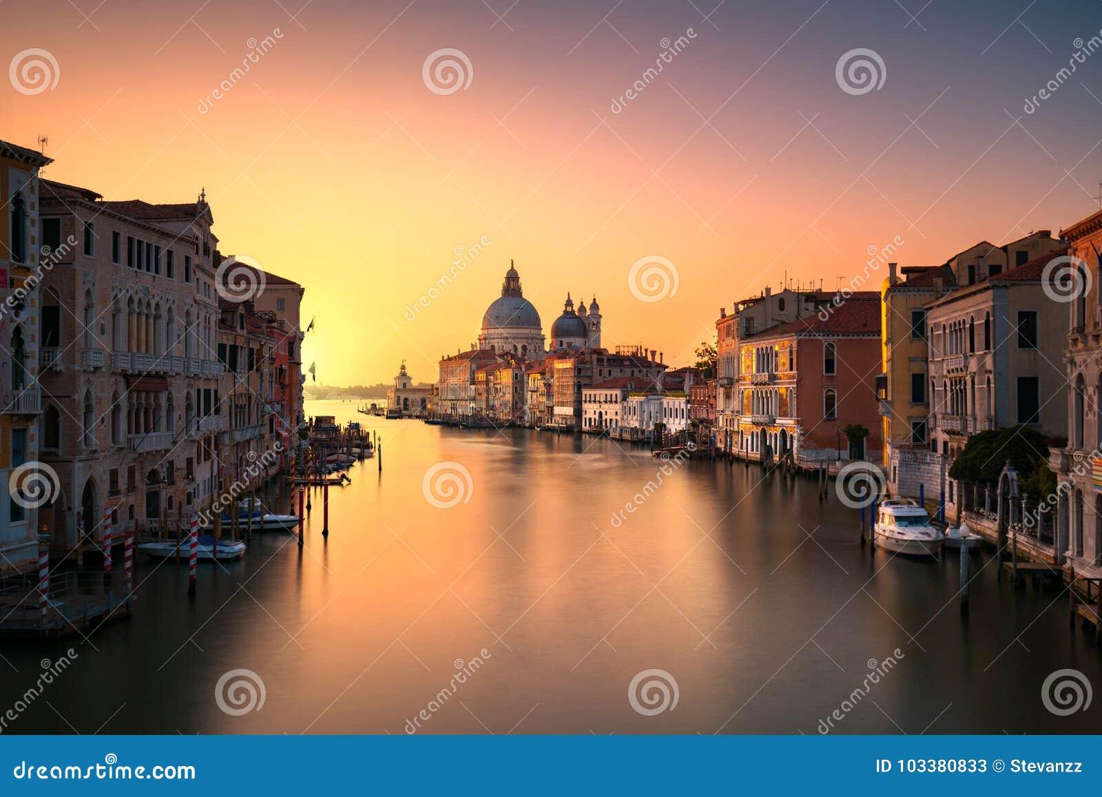 威尼斯大运河,圣玛丽亚della致敬教会地标在