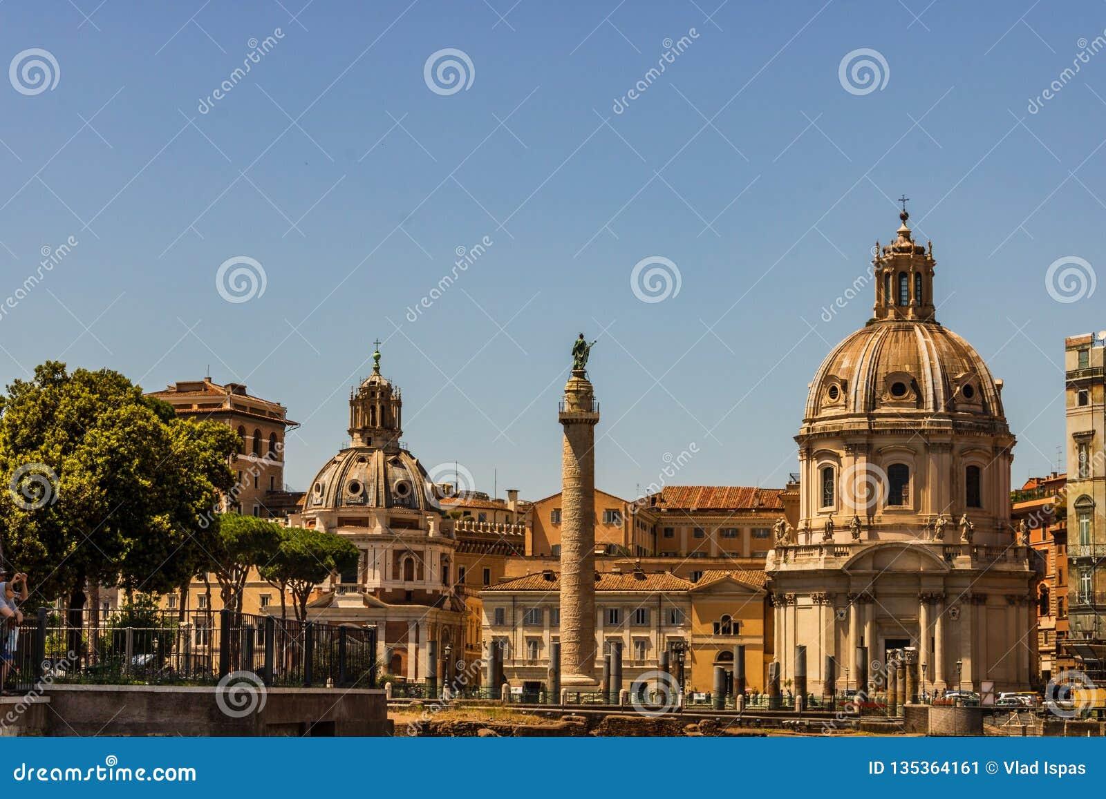威尼斯广场广场Venezia看法  威尼斯广场位于罗马的心脏,围拢由几个地标,包括好朋友
