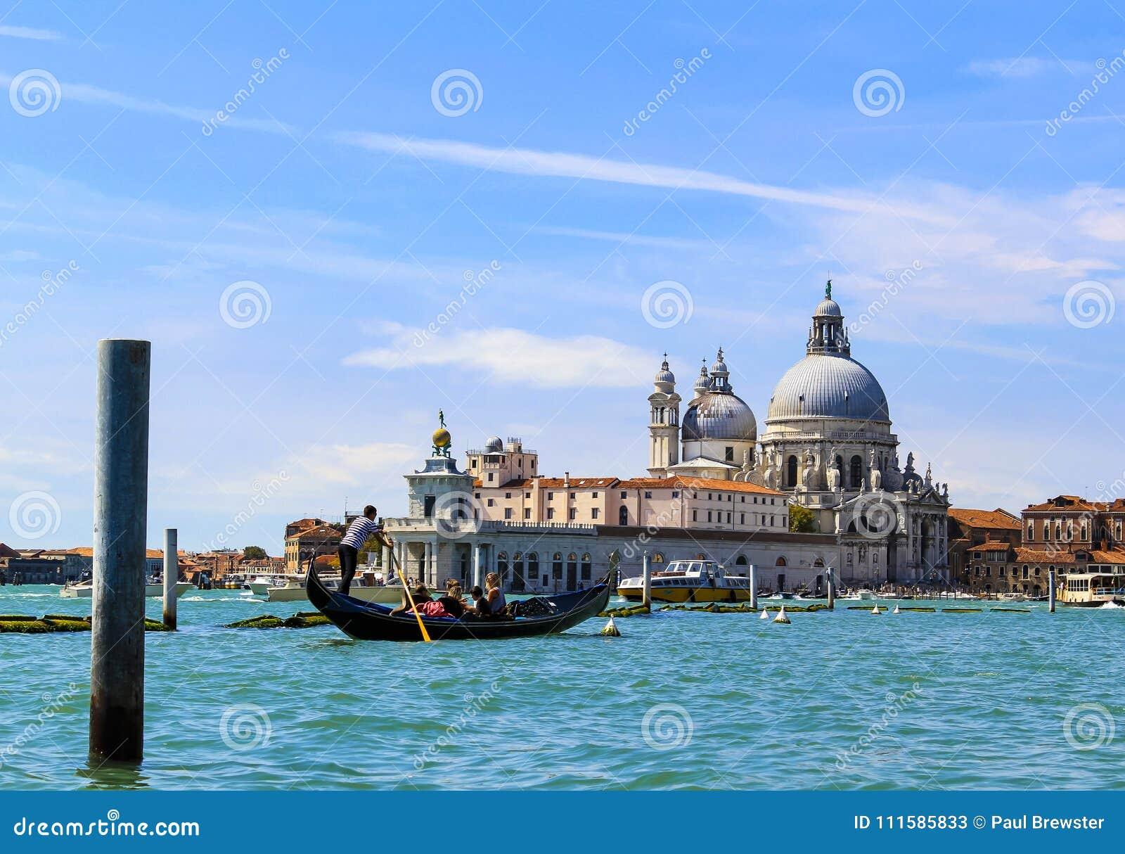 威尼斯意大利运河、长平底船和建筑学