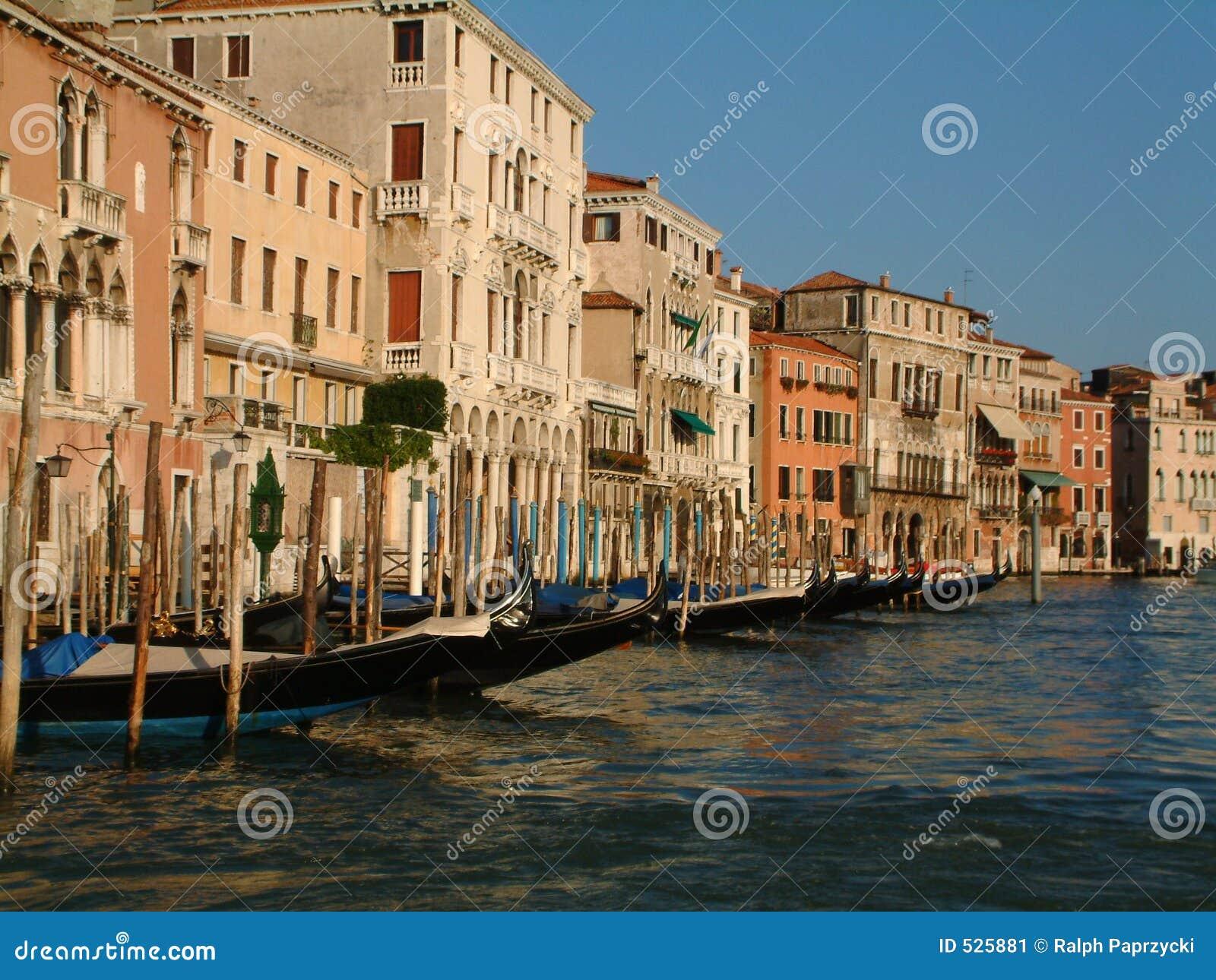 Download 威尼斯 库存图片. 图片 包括有 运河, 拱道, 小船, 浪漫, 节假日, 贿赂, 长平底船, 意大利, 威尼斯 - 525881