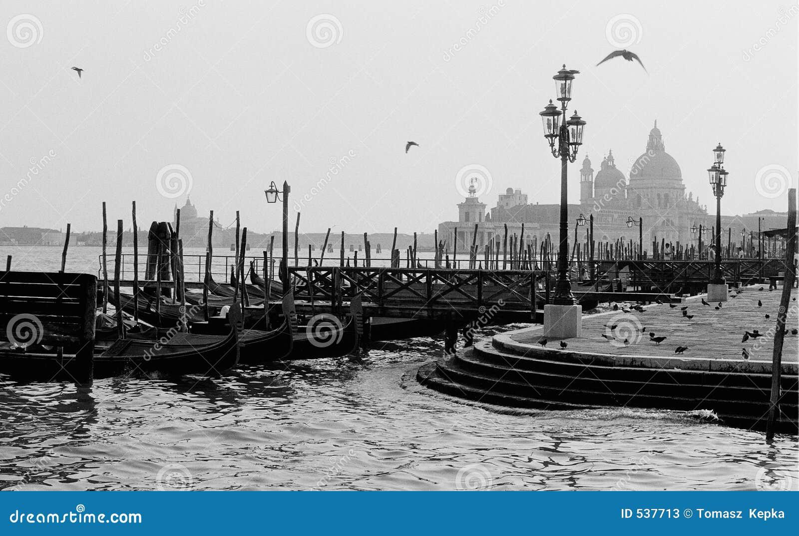 Download 威尼斯 库存例证. 插画 包括有 小船, 意大利, 长平底船, 欧洲, 通道, 旅行, 周末, 威尼斯 - 537713