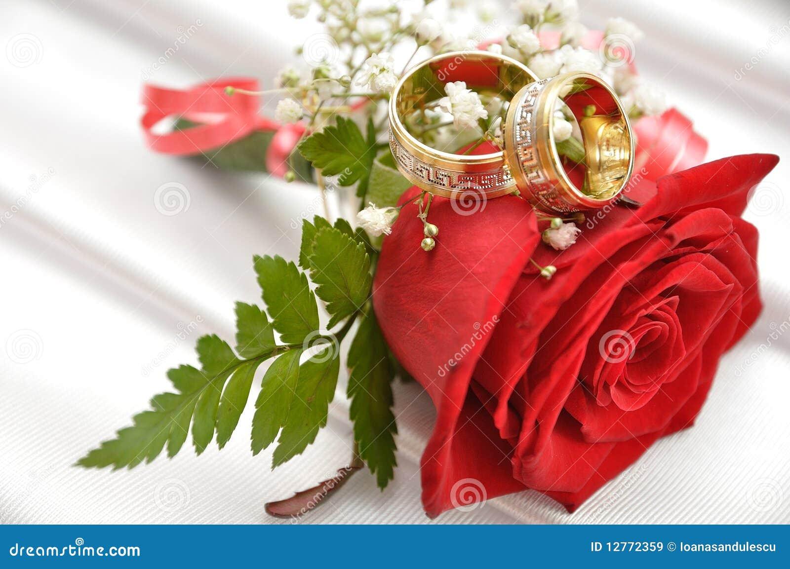 红色环形玫瑰色婚礼.