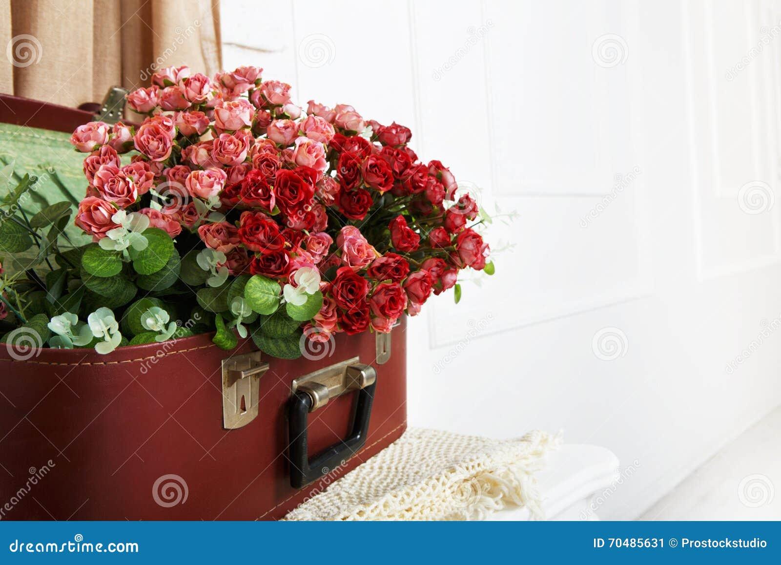 婚姻的花卉玫瑰色装饰构成