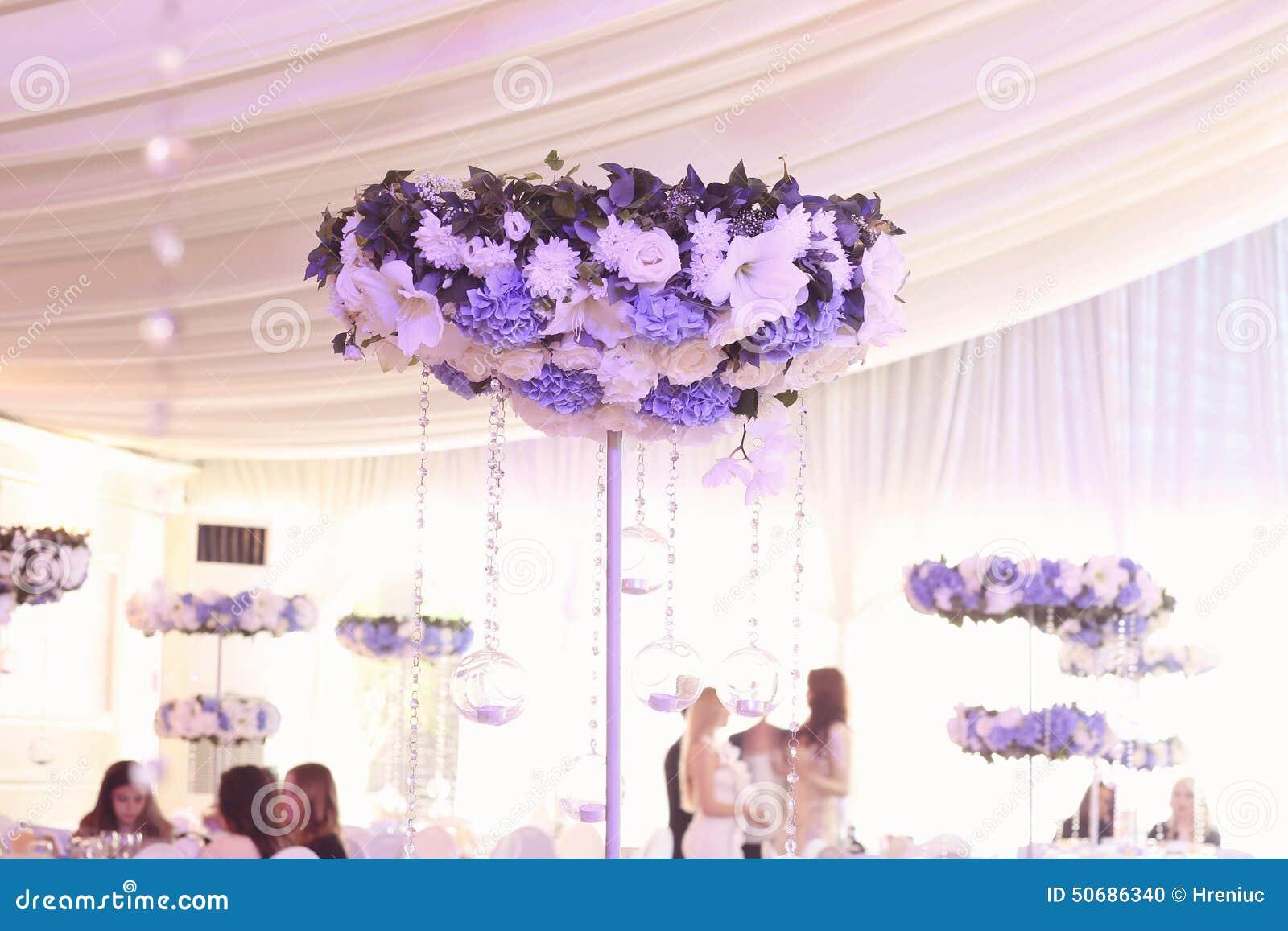 Download 婚礼装饰花 库存照片. 图片 包括有 场合, 人们, 设计, 正餐, 用餐, 陶器, 花梢, 看板卡, 蜡烛 - 50686340