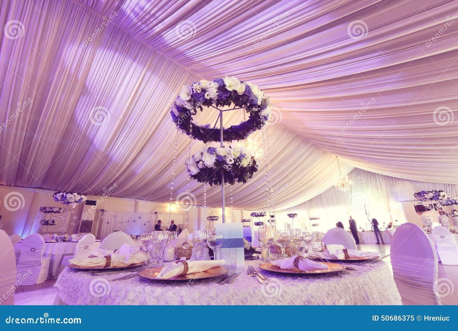 Download 婚礼装饰花 库存图片. 图片 包括有 干净, 编排者, 场合, 夜间, 活动, 蓝色, 玻璃, 设计, 庆祝 - 50686375