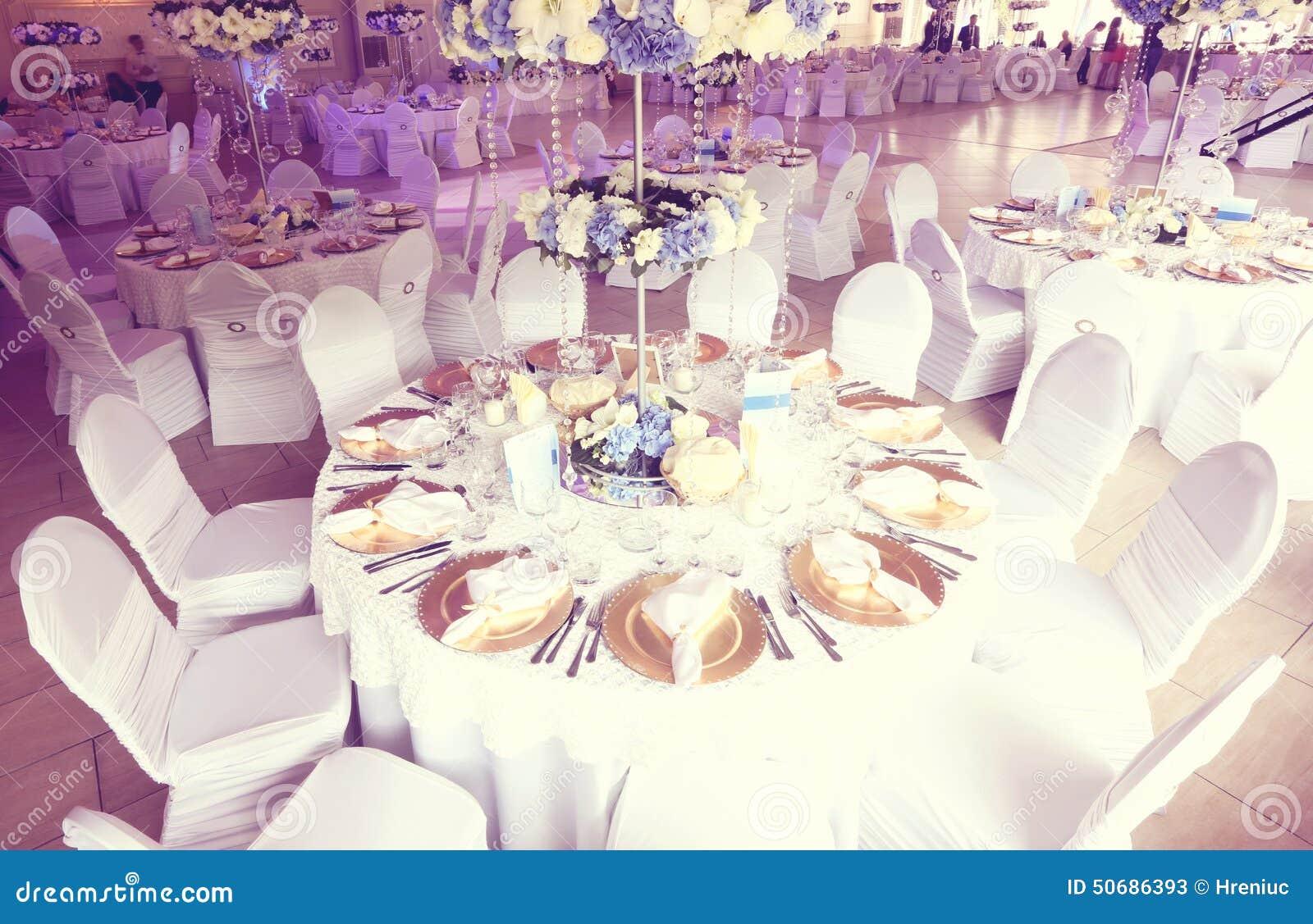 Download 婚礼装饰花 库存图片. 图片 包括有 膳食, 陶器, 蓝色, 编排者, 菜单, 用餐, 玻璃, 活动, 干净 - 50686393