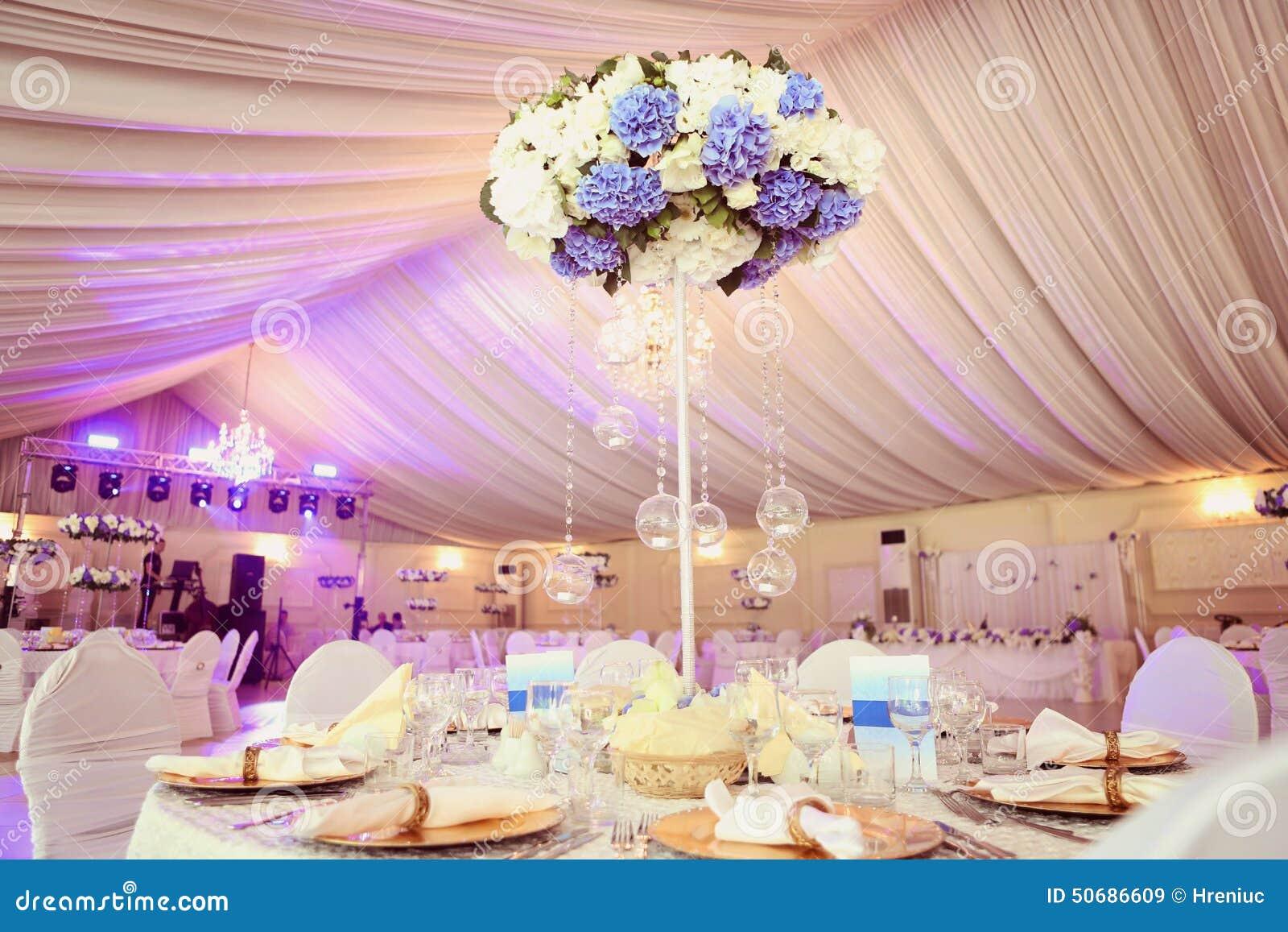 Download 婚礼装饰花 库存图片. 图片 包括有 用餐, 场合, 编排者, 正餐, 玻璃, 人们, 当事人, 干净, 正式 - 50686609