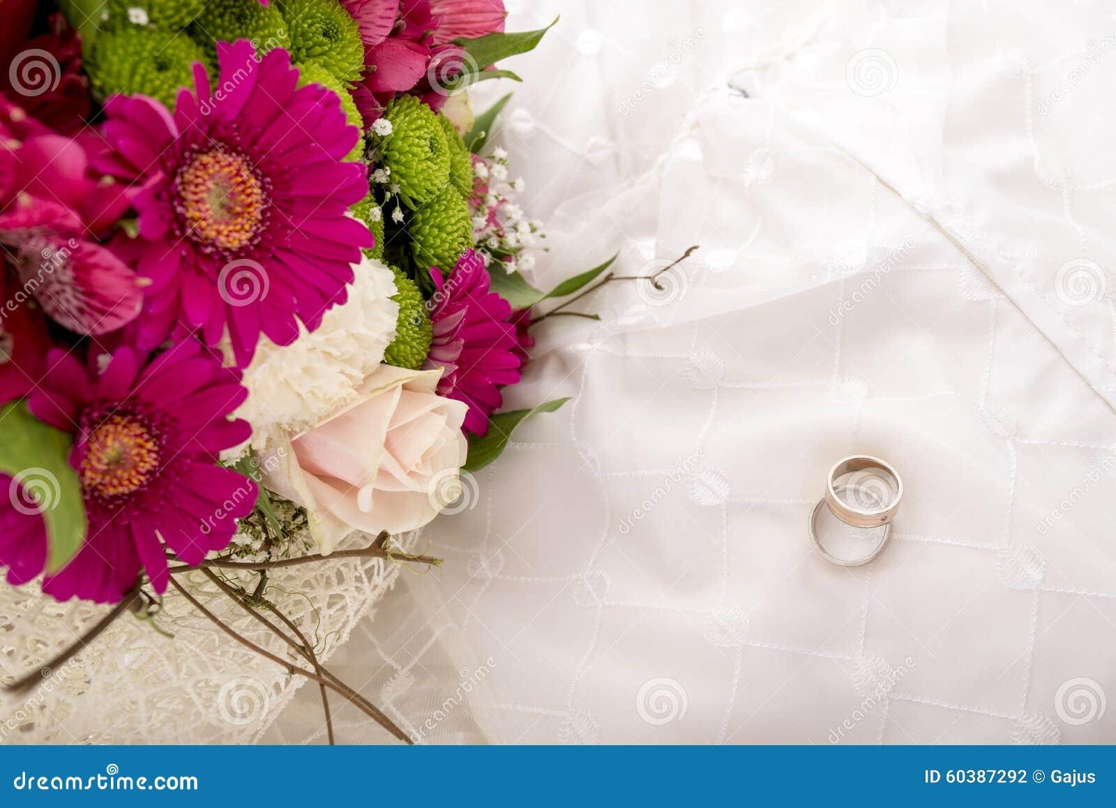 婚礼设置-新娘和新郎顶视图敲响