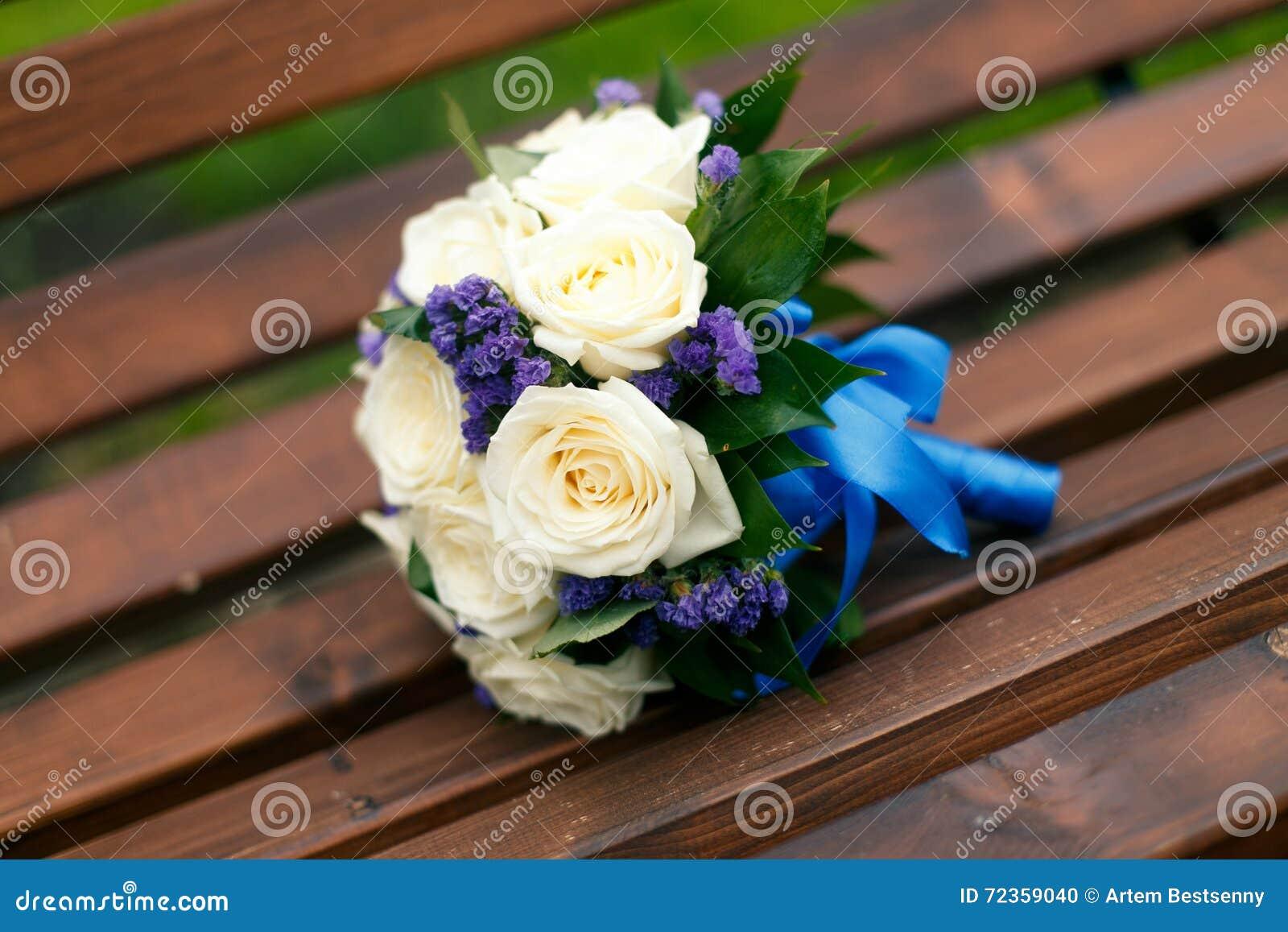 婚姻白色的花束玫瑰