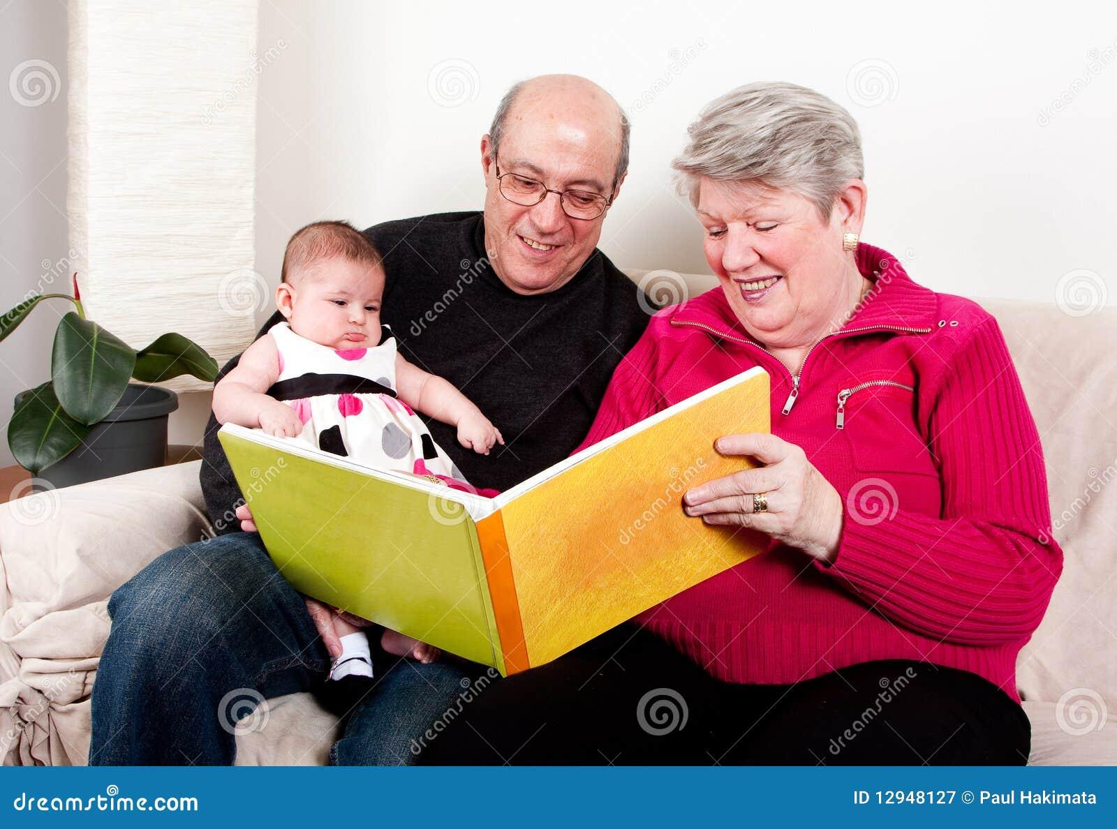 婴孩书读的女孩祖父项