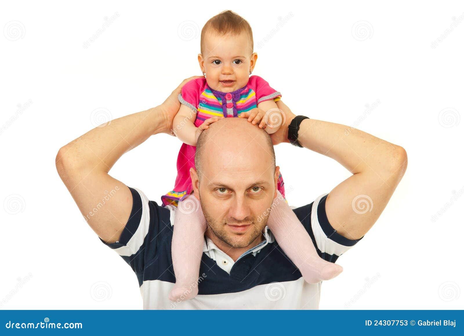 婴孩回到父亲产生贪心乘驾