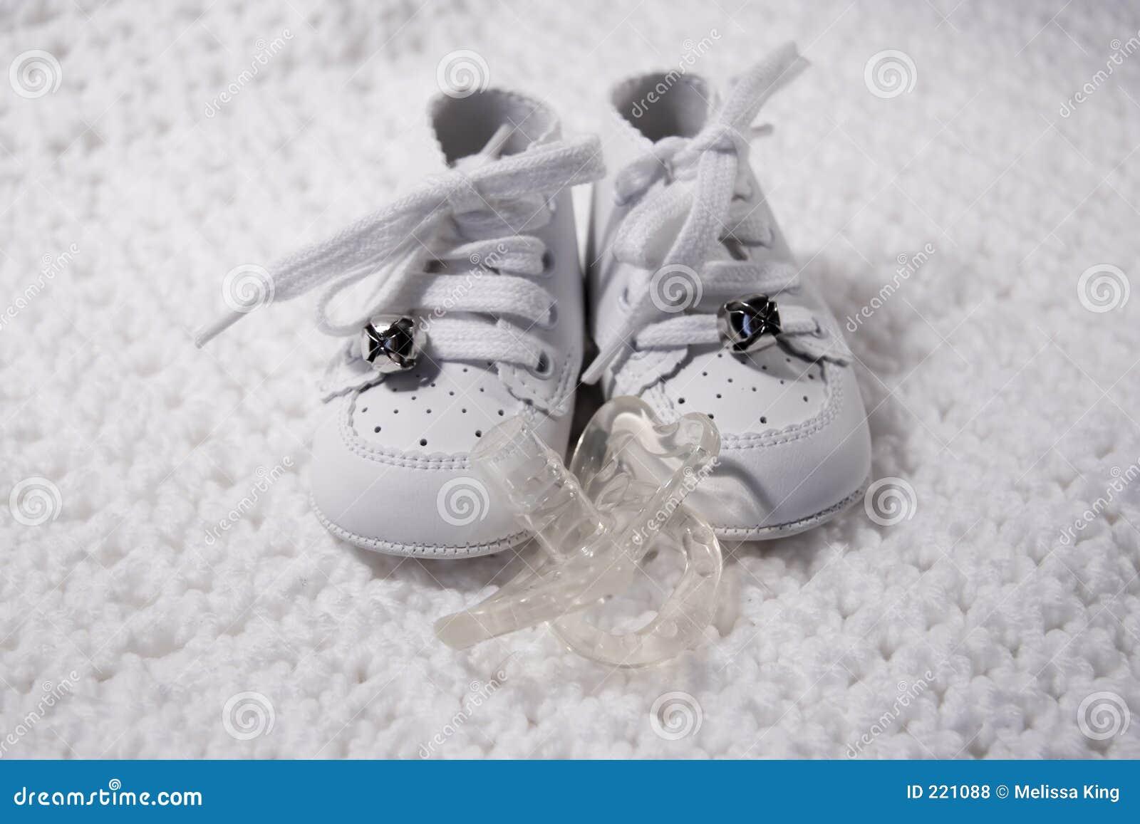 婴孩安慰者鞋子