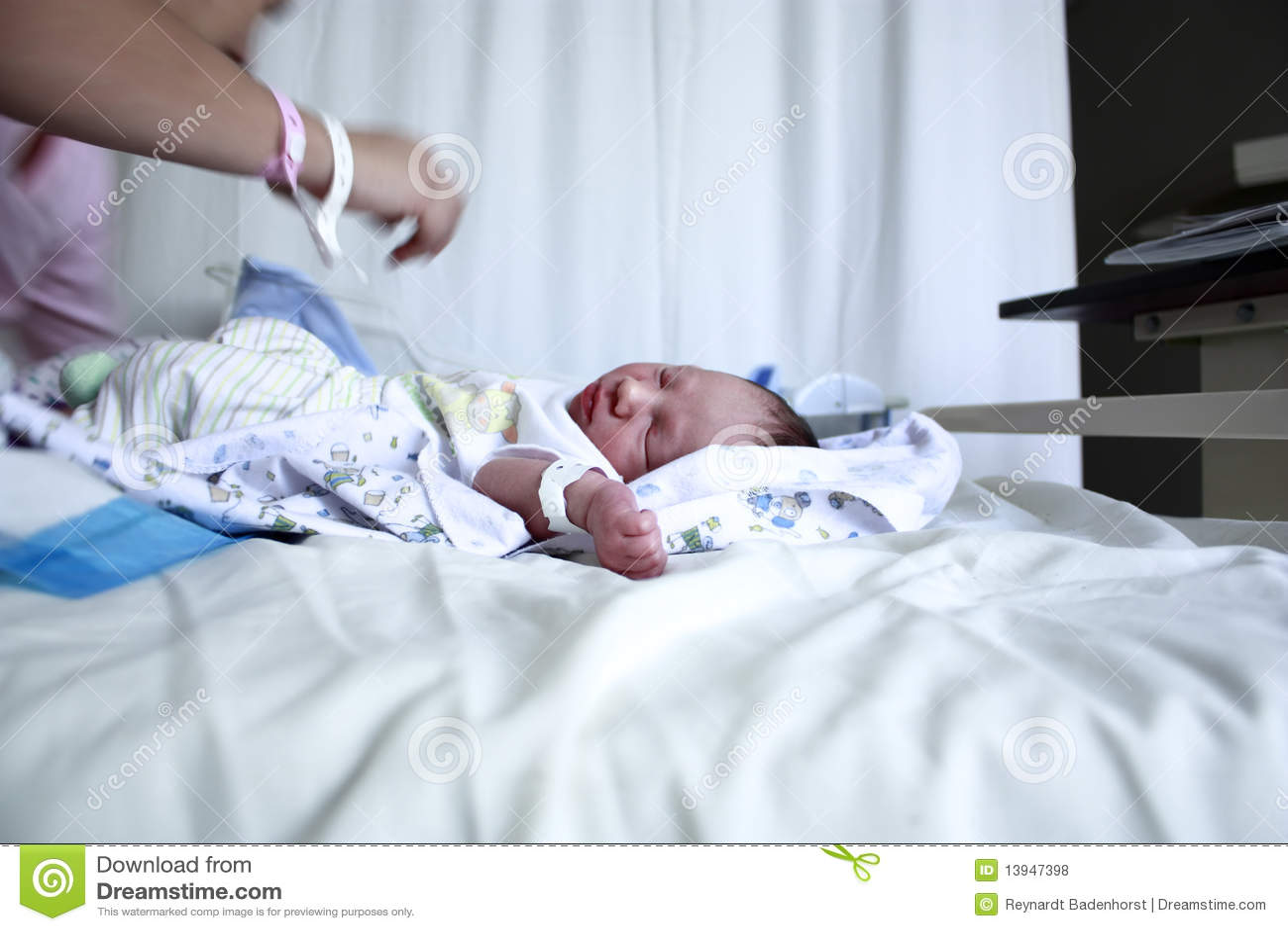 婴孩新出生的母亲
