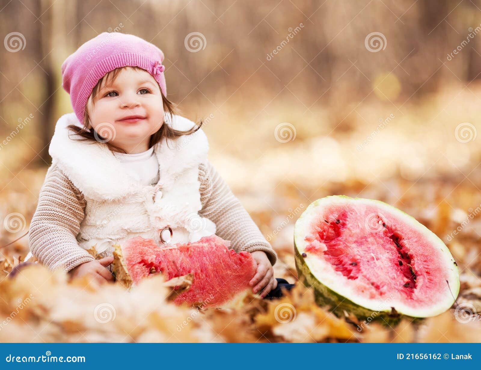 婴孩用西瓜