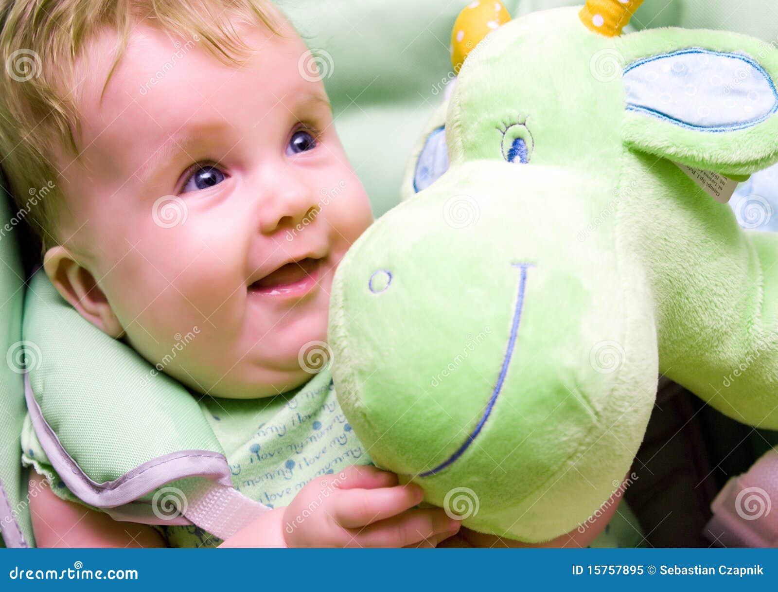 婴孩绿色软的玩具
