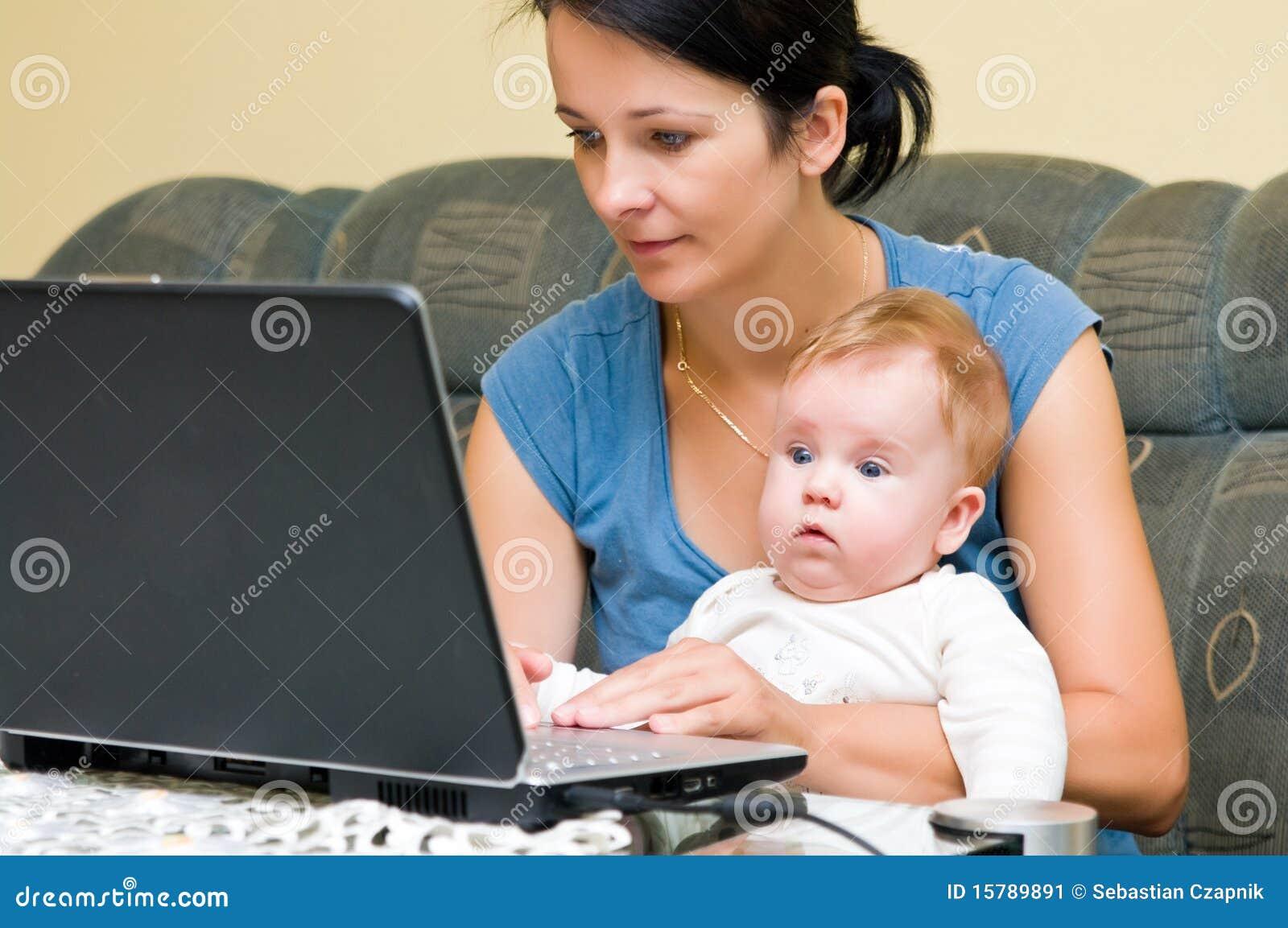 婴孩膝上型计算机母亲