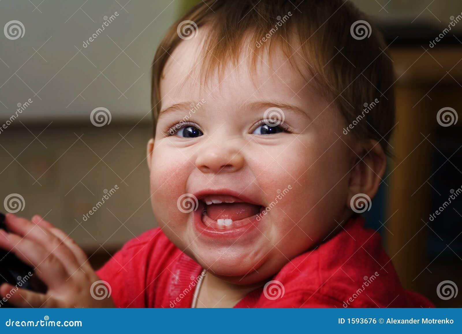 婴孩逗人喜爱愉快