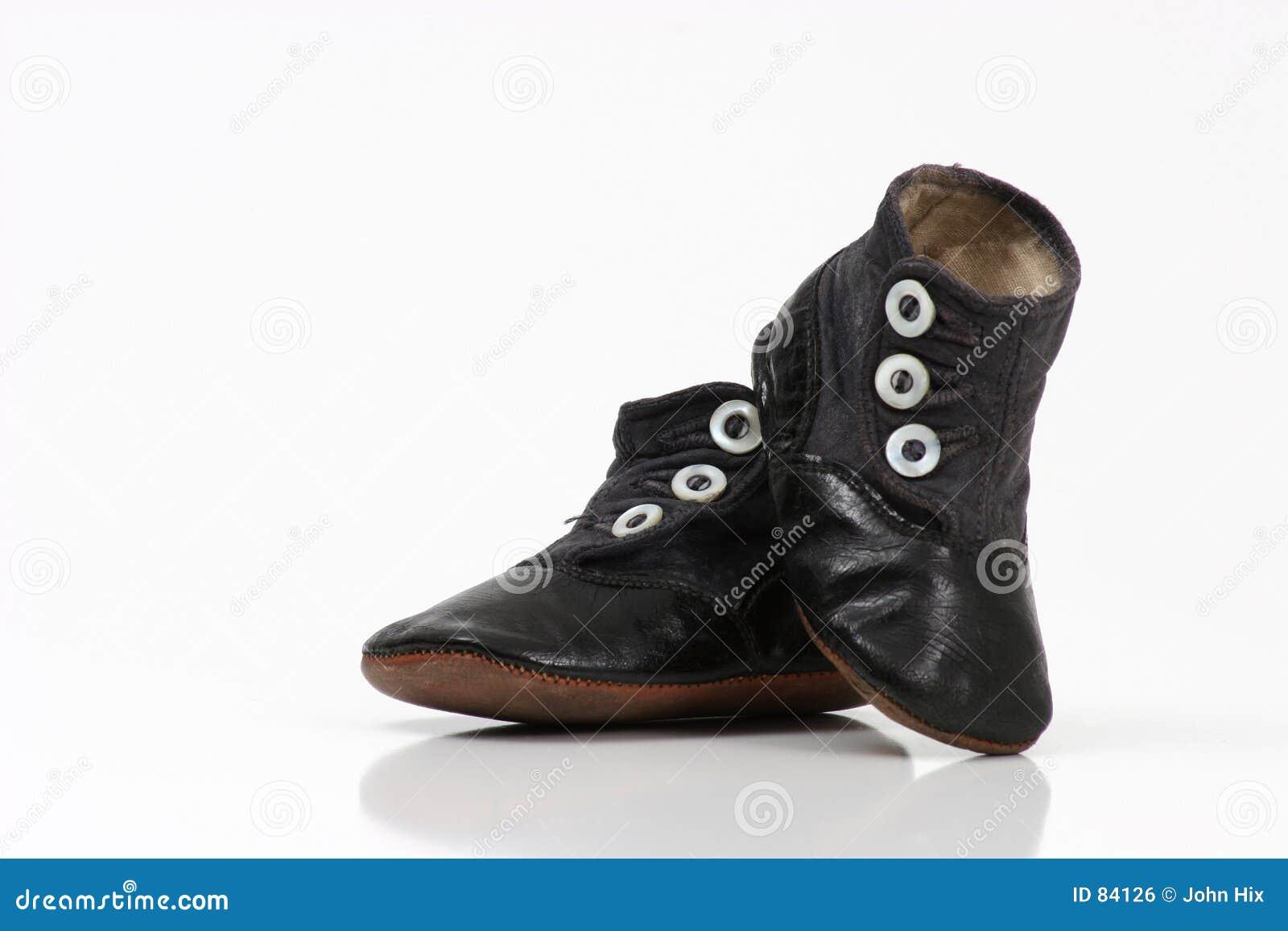 婴孩iv鞋子