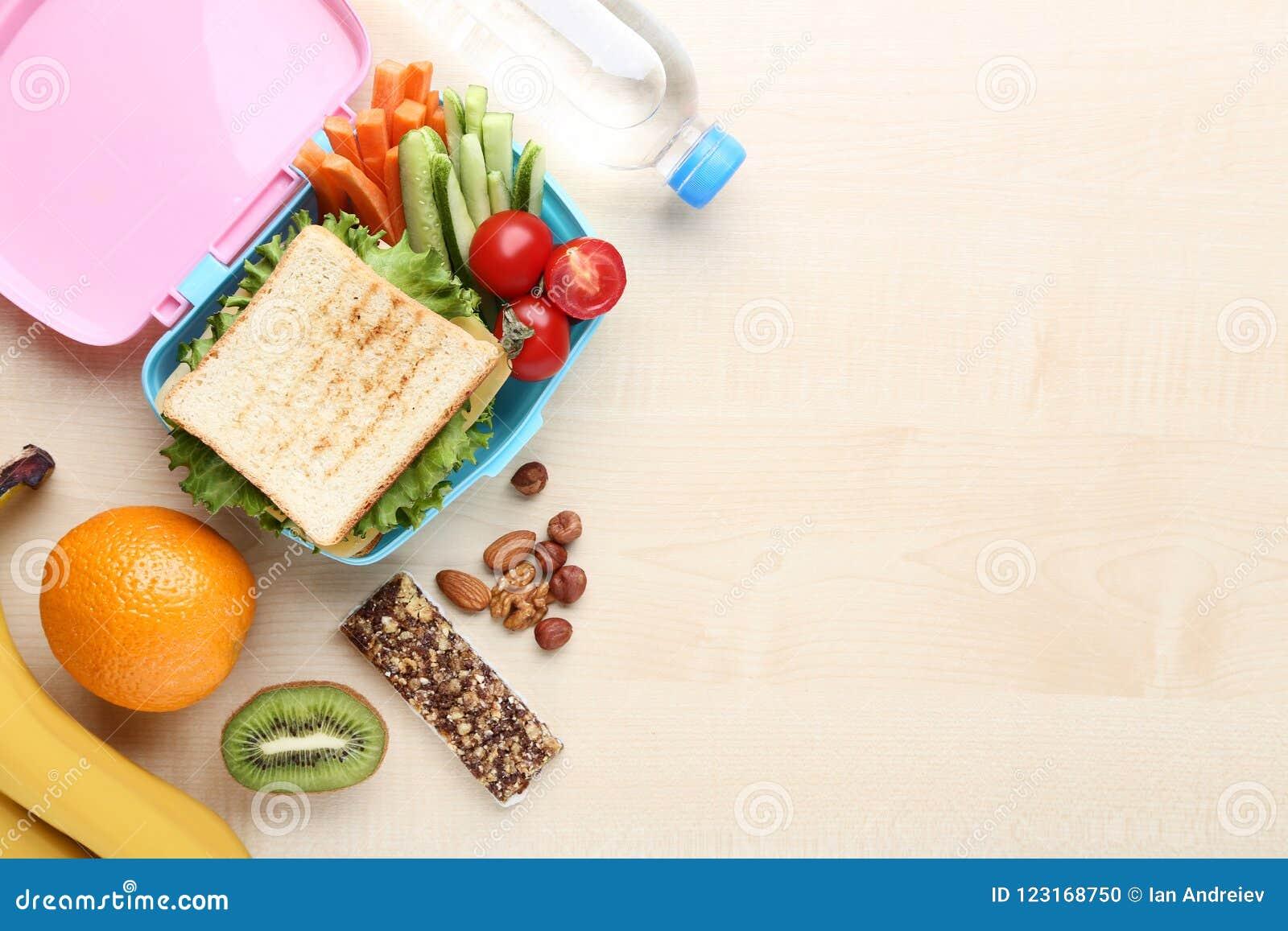 学校午餐用水果和蔬菜