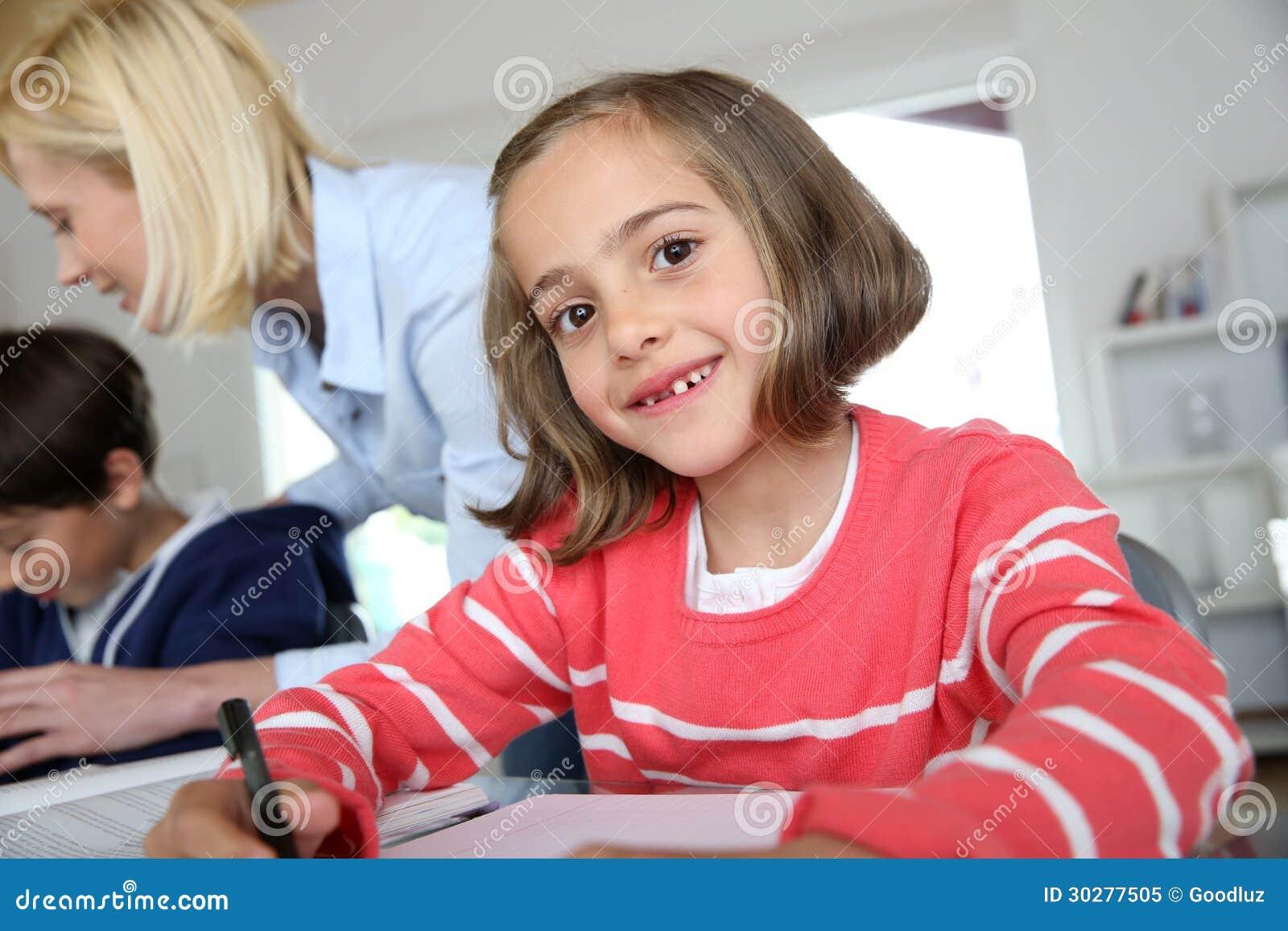 学校女孩在教室