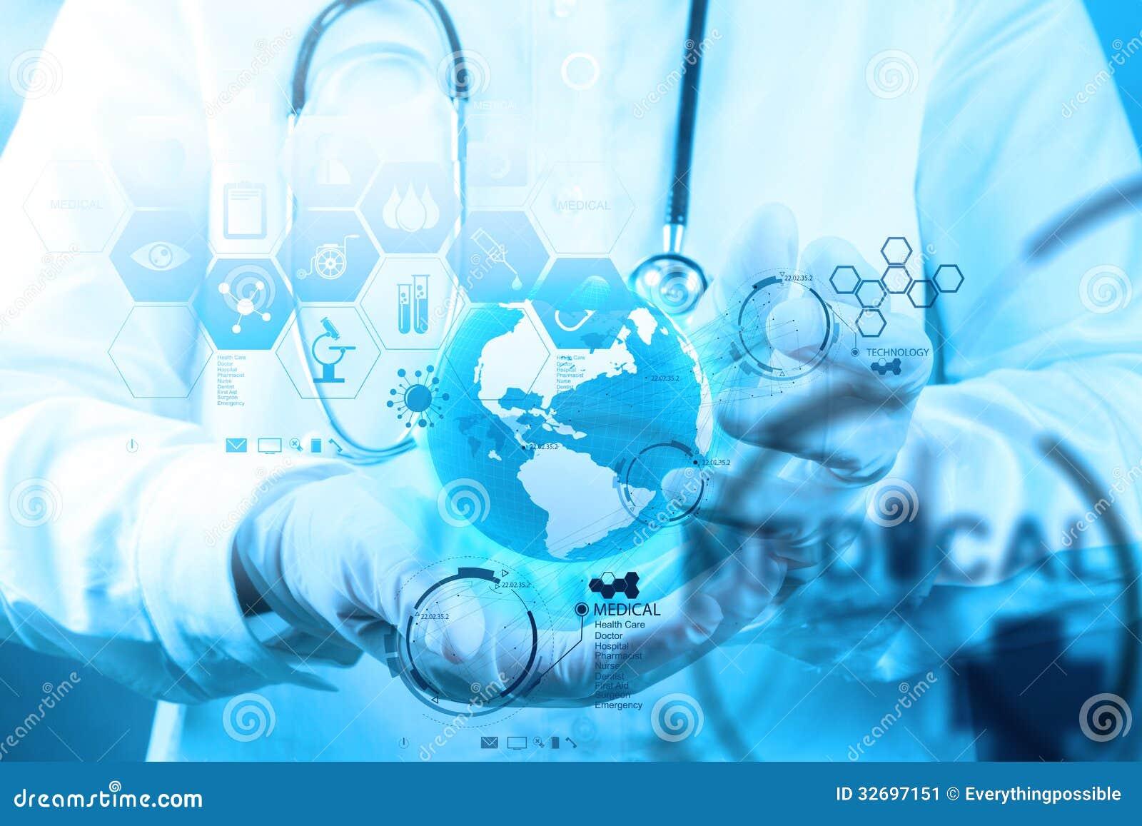 医学医生与现代计算机接口一起使用作为concep