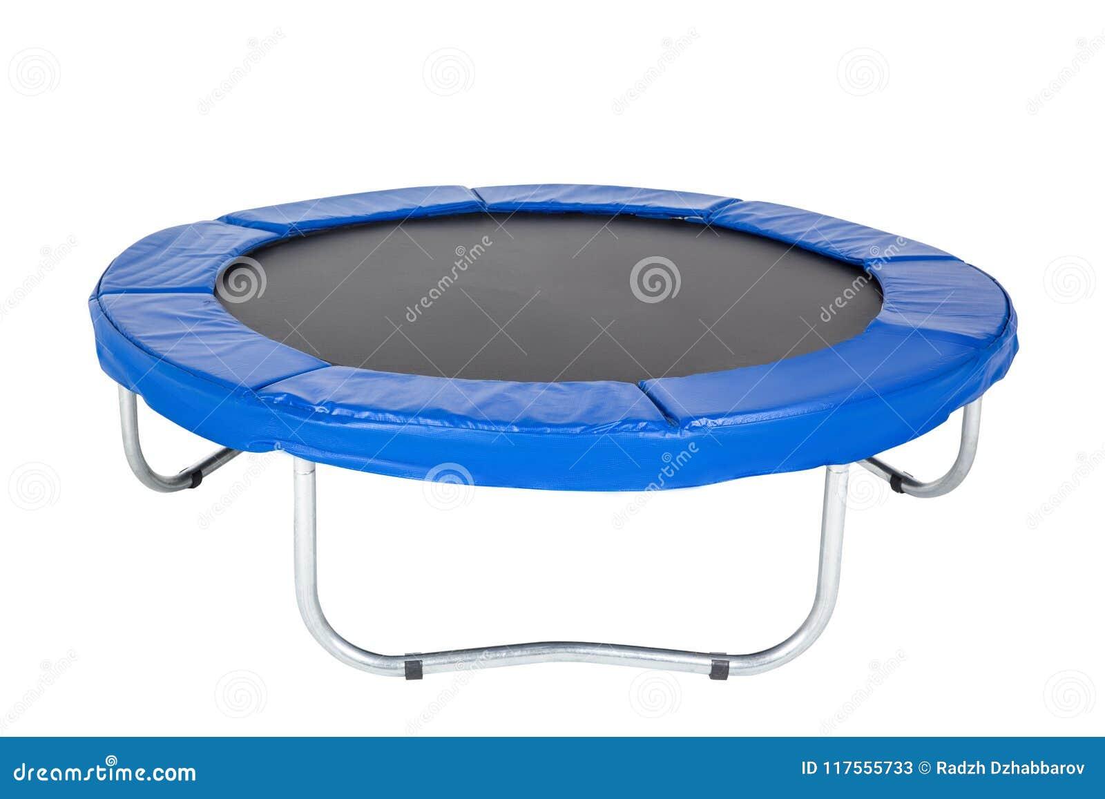 孩子和成人的绷床室内乐趣或跳跃在白色背景的室外健身的 被隔绝的蓝色绷床
