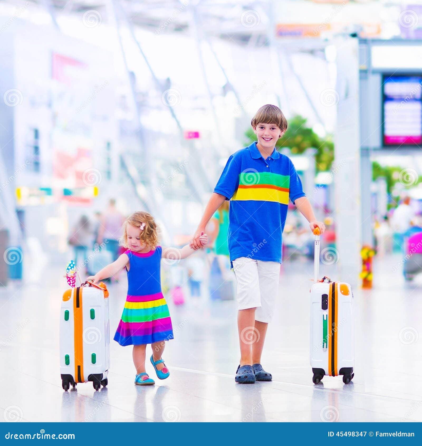 孩子在机场