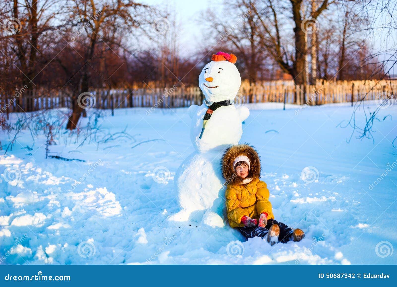 Download 孩子 库存照片. 图片 包括有 至福, 喜悦, 女孩, 圣诞节, 乐趣, 室外, 快乐, 逗人喜爱, 冻结 - 50687342