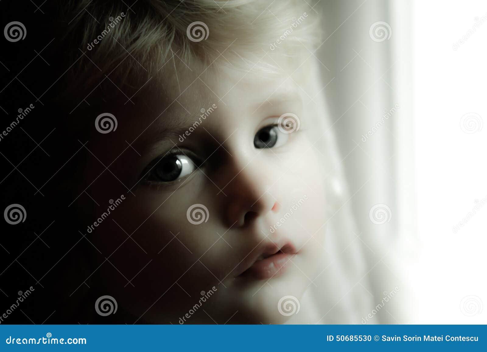 Download 婴孩白肤金发的女孩 库存照片. 图片 包括有 放血, 森林, 舒适, 注视, 犰狳, 礼服, 穿戴, ,并且 - 50685530