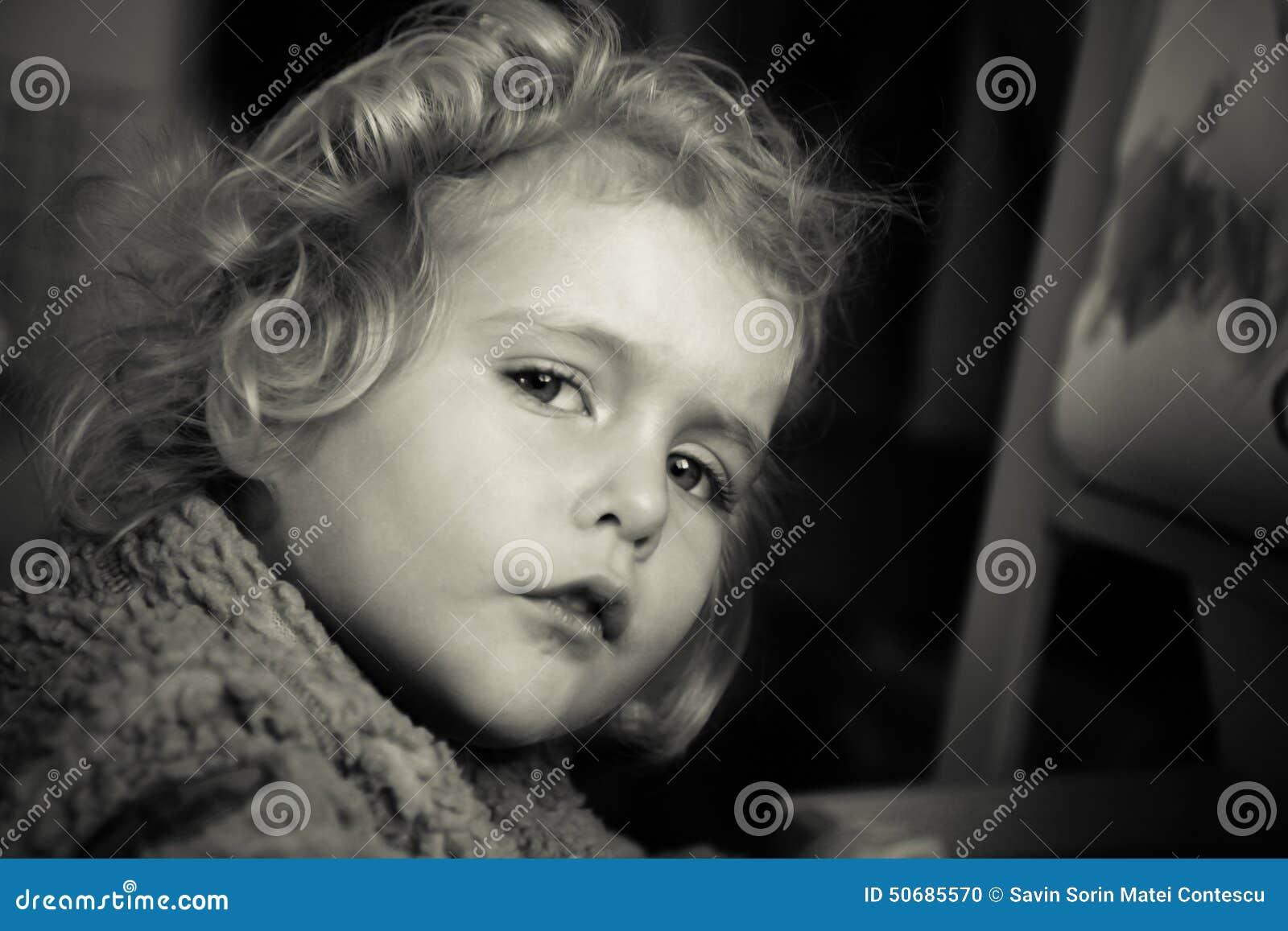 Download 婴孩白肤金发的女孩 库存照片. 图片 包括有 beautifuler, 字符, 投反对票, beauvoir - 50685570