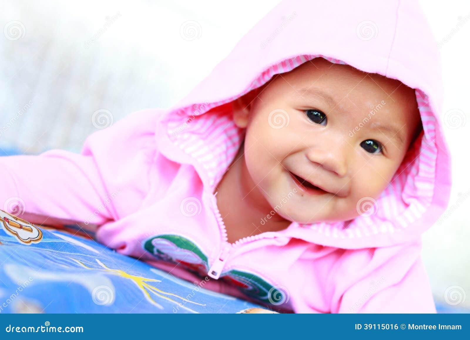 婴孩逗人喜爱的女婴画象