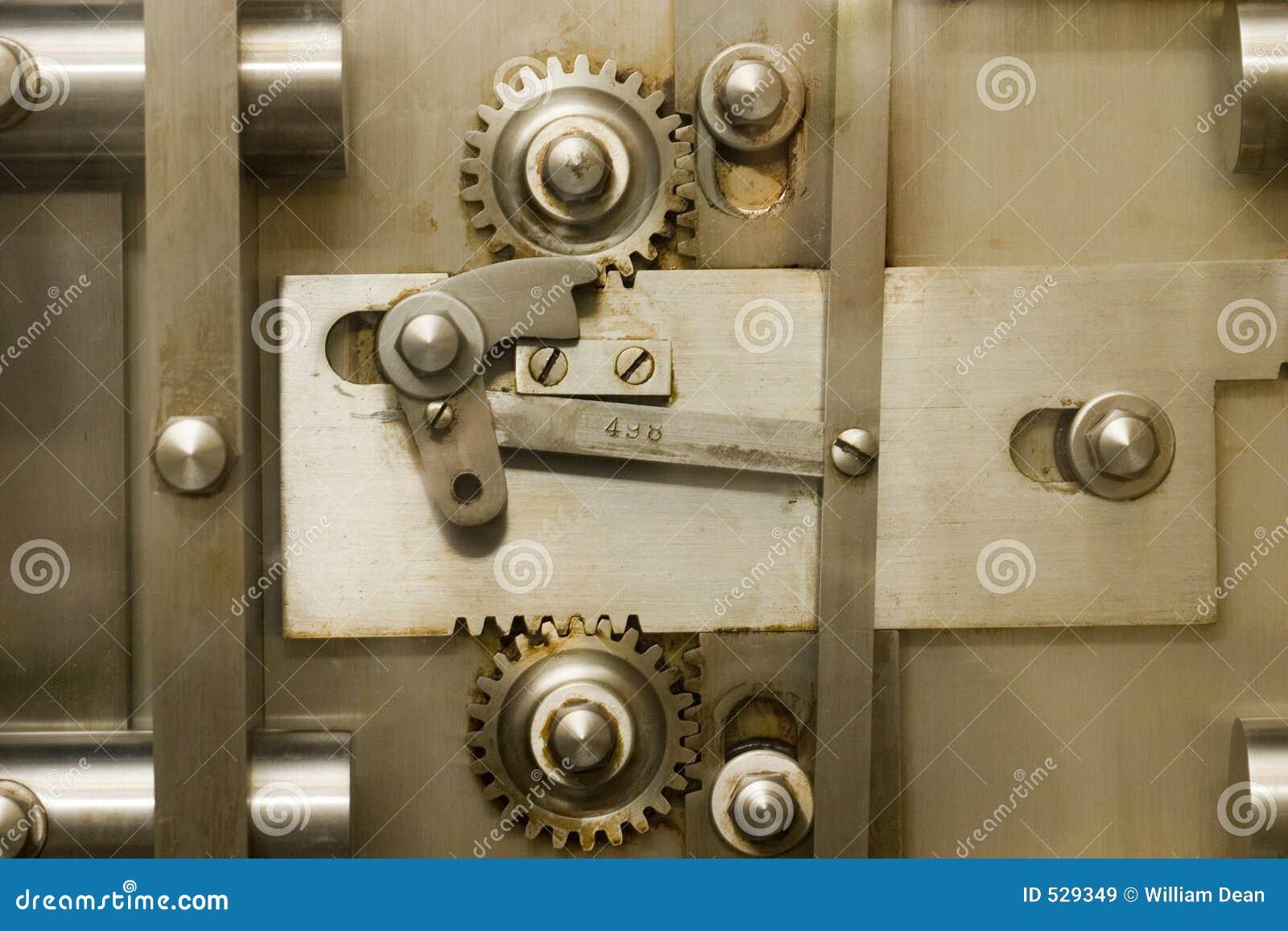 Download 安全2个的齿轮 库存图片. 图片 包括有 锁定, 杠杆, 行动, 安全, 纹理, 金属, 关闭, 嵌齿轮, 开放 - 529349