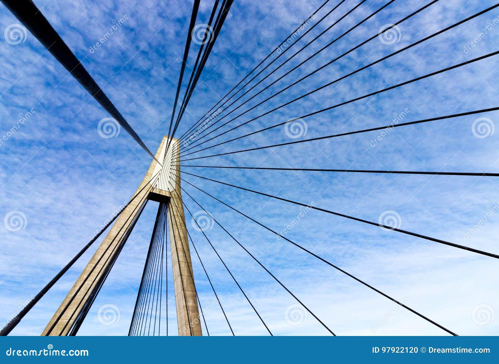 安扎克桥梁摘要几何定向塔和缆绳