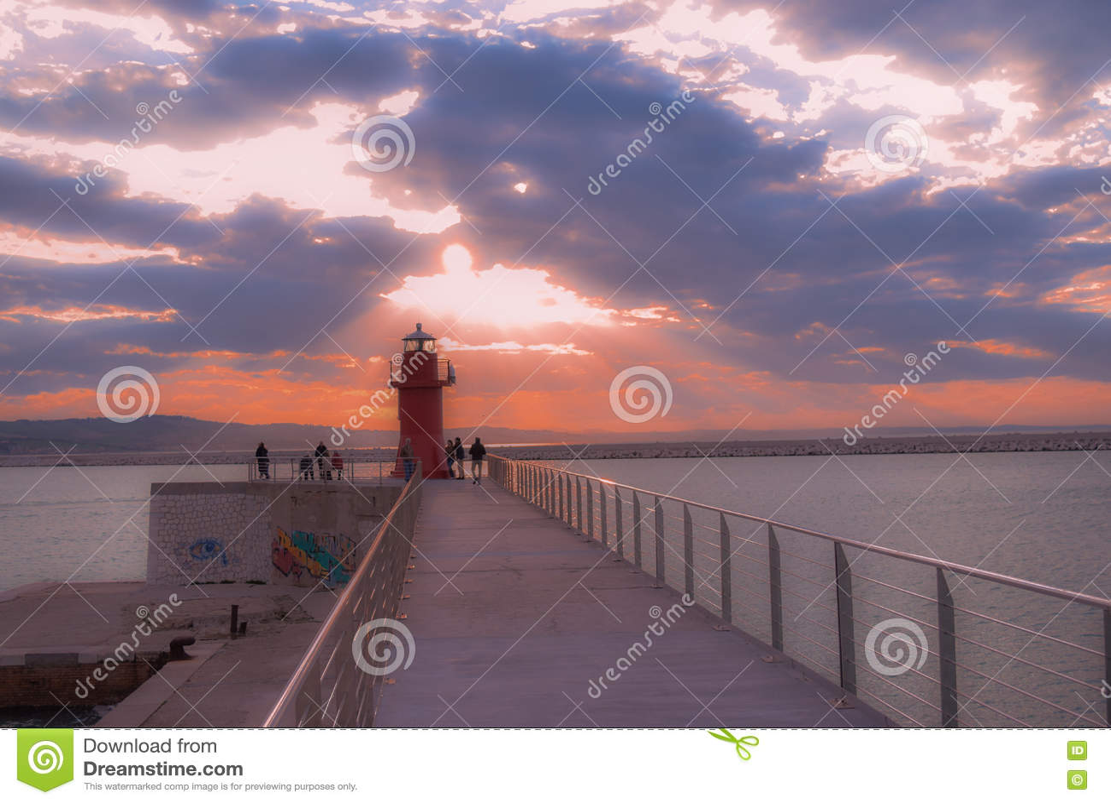 安科纳,马尔什,意大利红色灯笼口岸日落