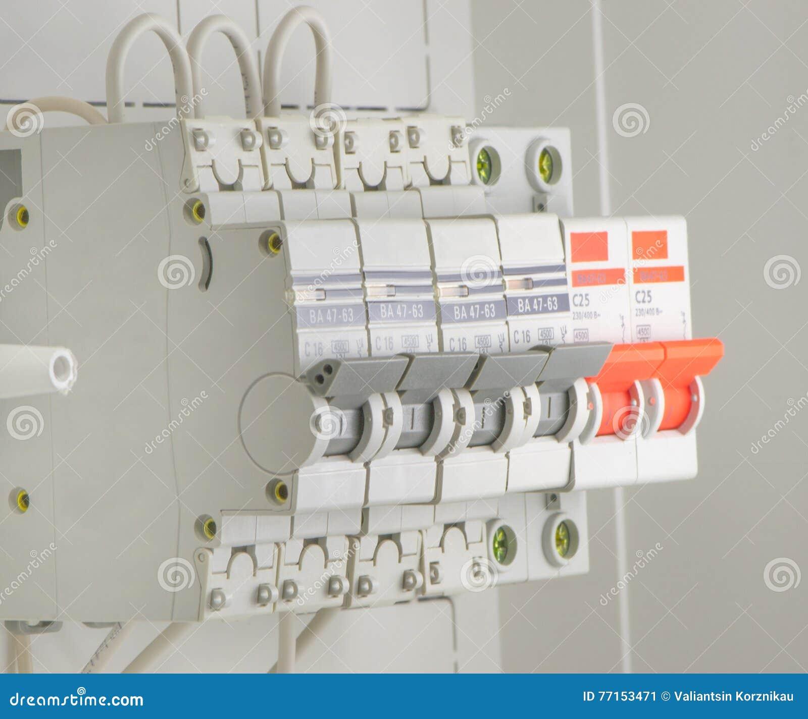 安装的自动电源开关