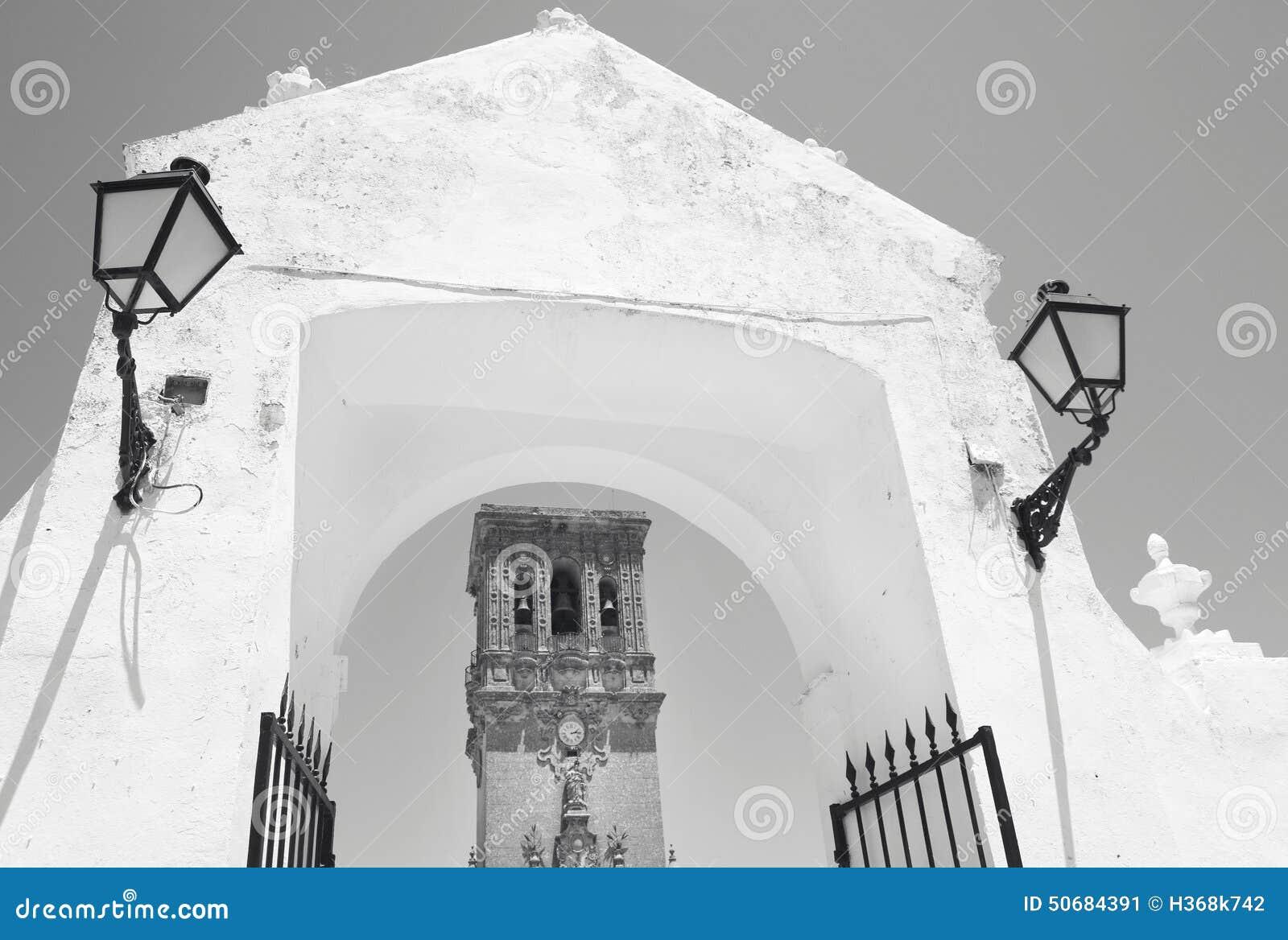 Download 安达卢西亚的传统门面和曲拱与灯 西班牙 库存图片. 图片 包括有 旅游业, 夏天, 地中海, 西班牙语, 传统 - 50684391
