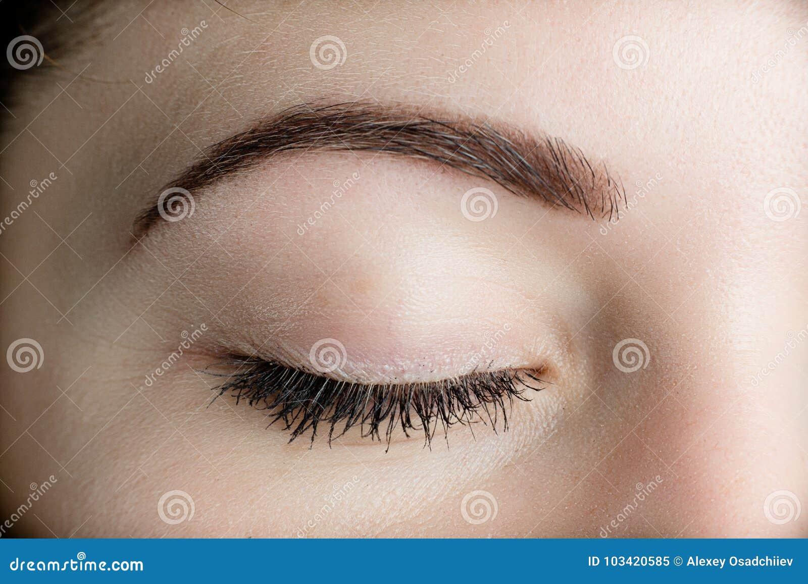 完善的眼眉